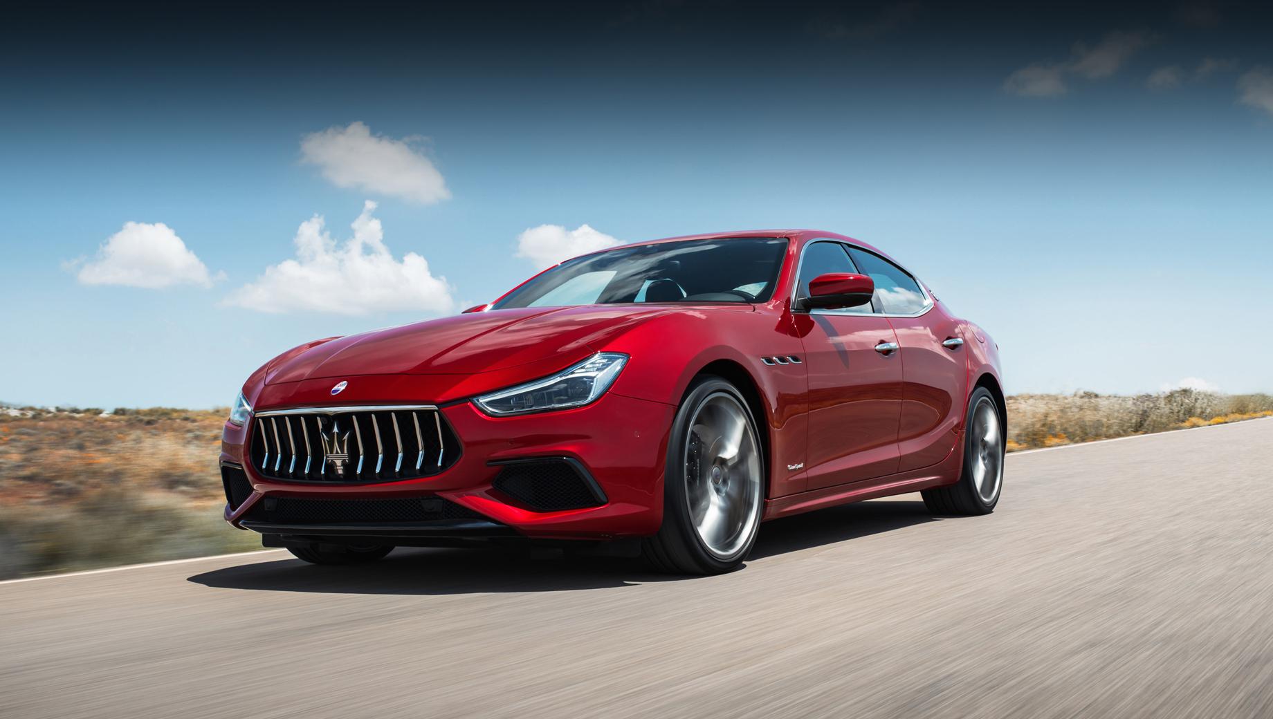 Maserati quattroporte,Maserati ghibli. В настоящий момент Ghibli располагает трёхлитровыми моторами V6: бензиновым на 350 л.с., 500 Н•м и 430 л.с., 580 Н•м (второй вариант допускает выбор между задним и полным приводом), плюс дизельным на 250 л.с., 600 Н•м либо 275 л.с., 600 Н•м.