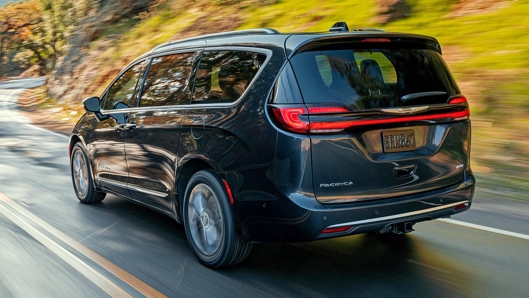 Улучшенный минивэн Chrysler Pacifica получил полный привод