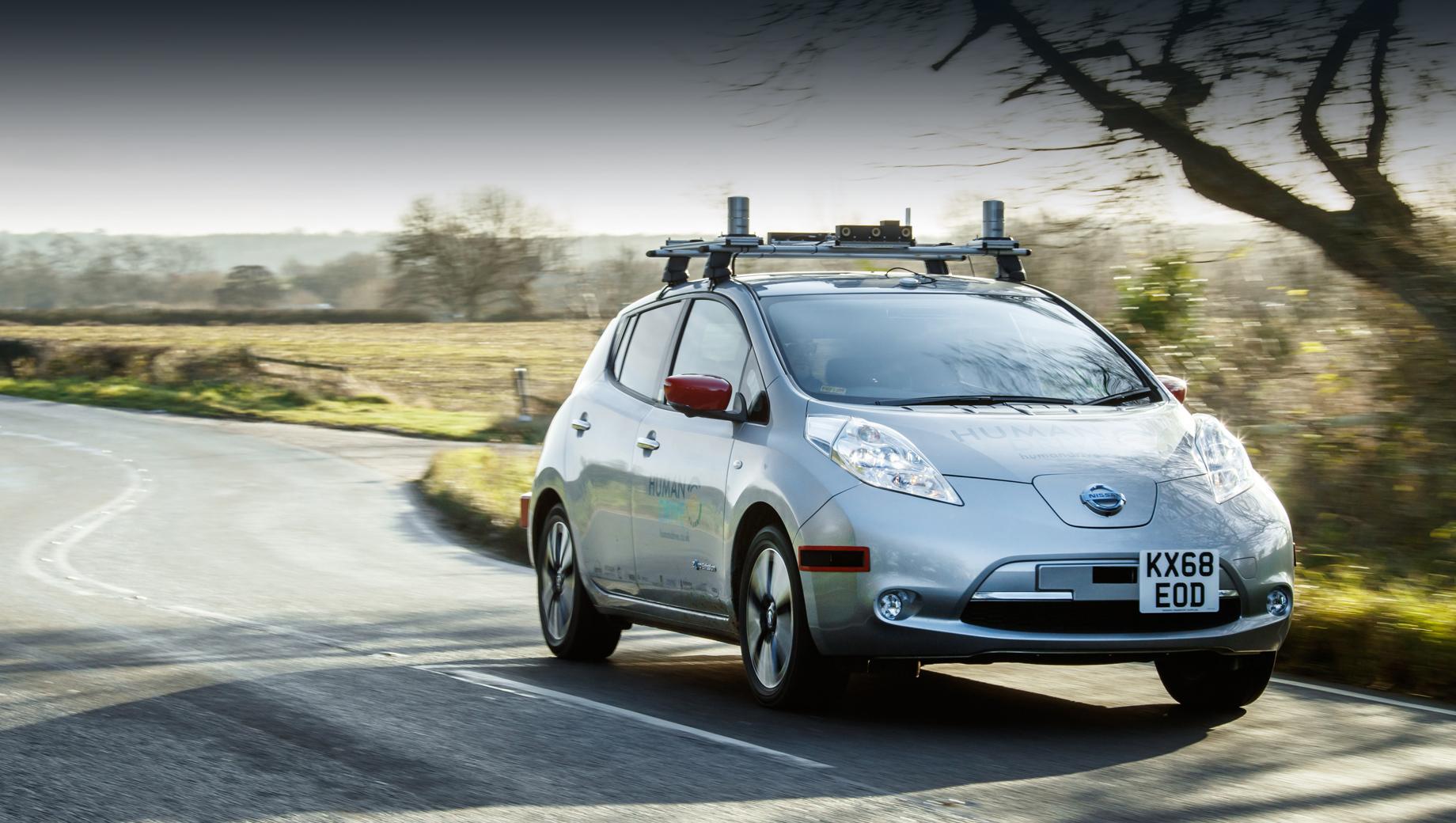 Nissan leaf. В проекте принимает участие европейское отделение Ниссана, центр «подключённых» и автономных машин (CCAV), компания Hitachi, университеты Лидса и Крэнфилда, а ещё опыт поддерживает британское правительство в лице технологического агентства Innovate UK.