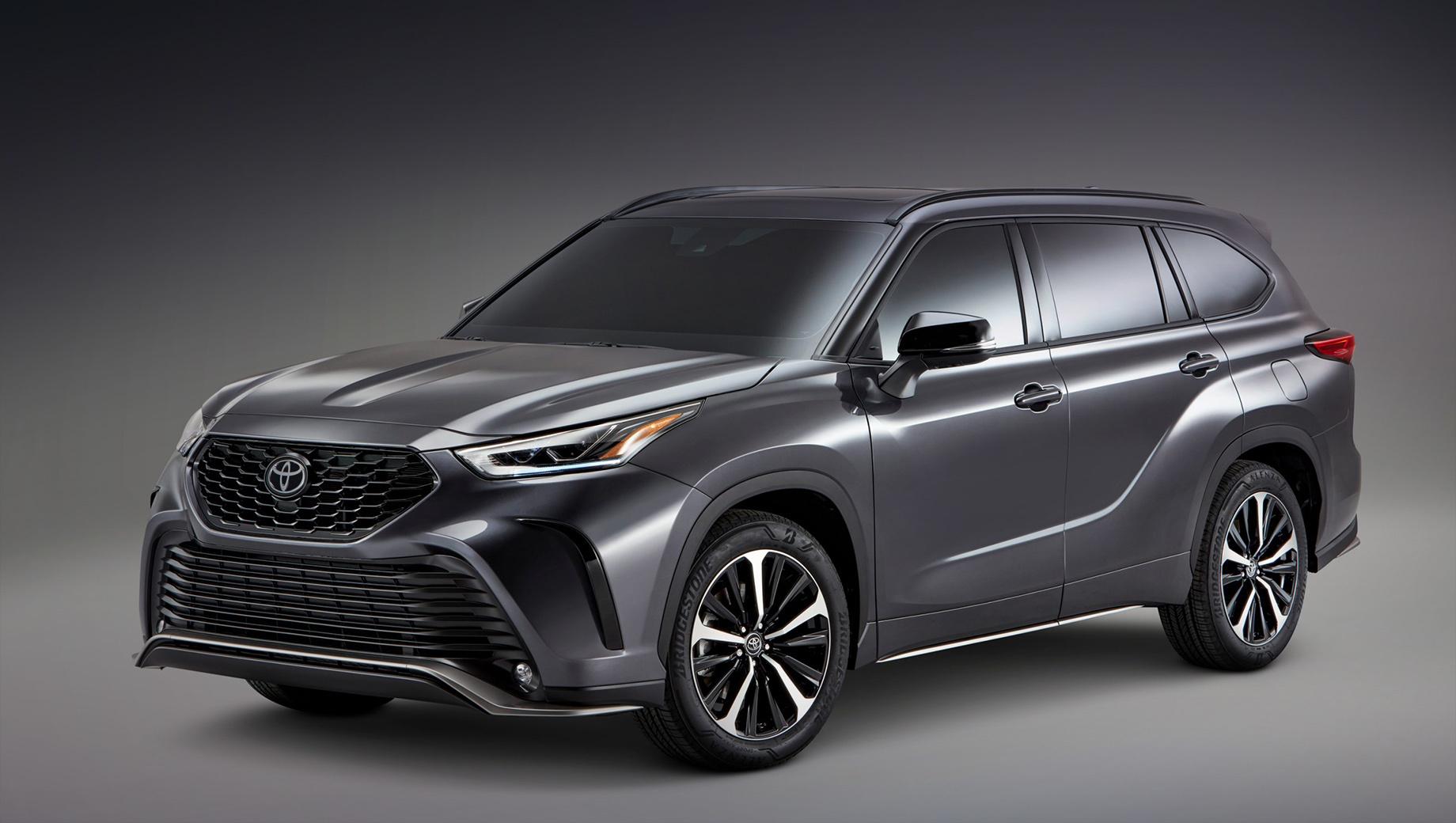 Toyota 4runner,Toyota sequoia,Toyota tacoma,Toyota highlander,Toyota tundra. Пакет XSE принёс Хайлендеру новую «перевёрнутую» решётку и необычный передний бампер с массивным воздухозаборником, сплиттером и противотуманками «по углам». Фары считаются уникальными благодаря чёрным акцентам.