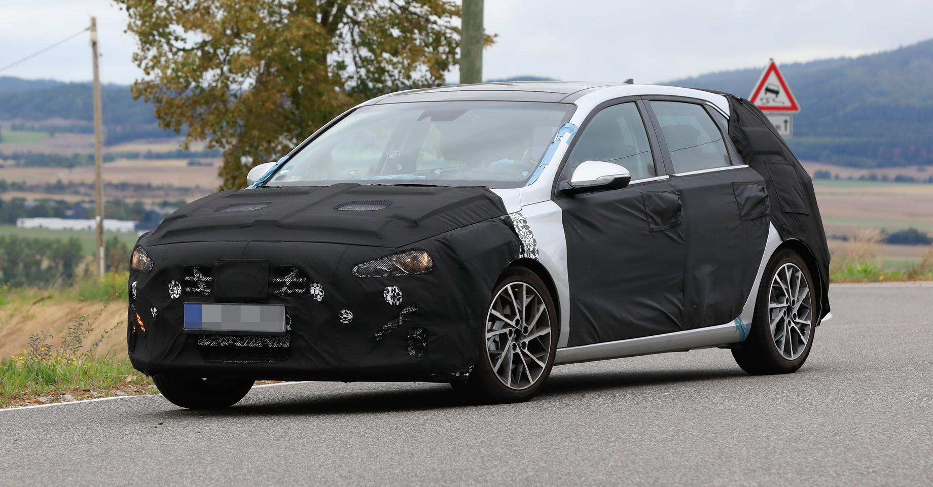 Хэтчбек Hyundai i30 приоткрылся наофициальном снимке