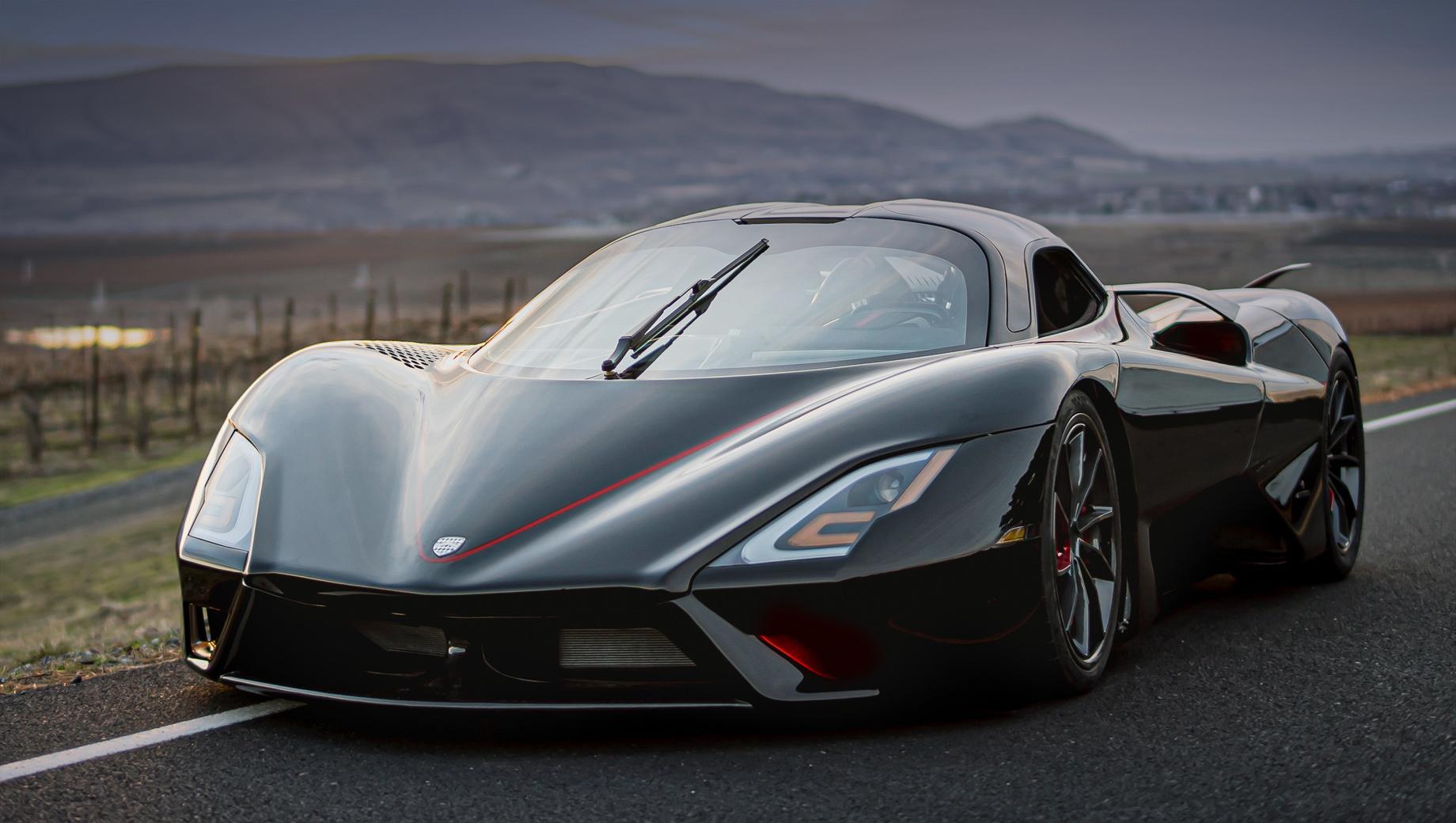 Ssc tuatara. Дизайн Джейсона Кастриоты, который работал над проектами Maserati GranTurismo, Ferrari P4/5 Pininfarina или 599 GTB Fiorano, с момента появления концепта остался почти нетронутым. Длина, ширина, высота купе — 4633×2065×1067 мм, колёсная база — 2672 мм.