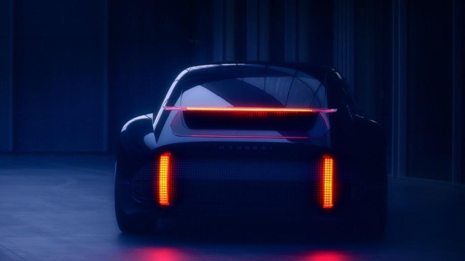 Hyundai concept,Hyundai ev prophecy. Название Prophecy («пророчество», «предсказание») отражает цель концепта — предопределить облик грядущей линейки электромобилей бренда. Прошлогодний шоу-кар Hyundai 45 занимался тем же самым, и тоже в ретростиле.