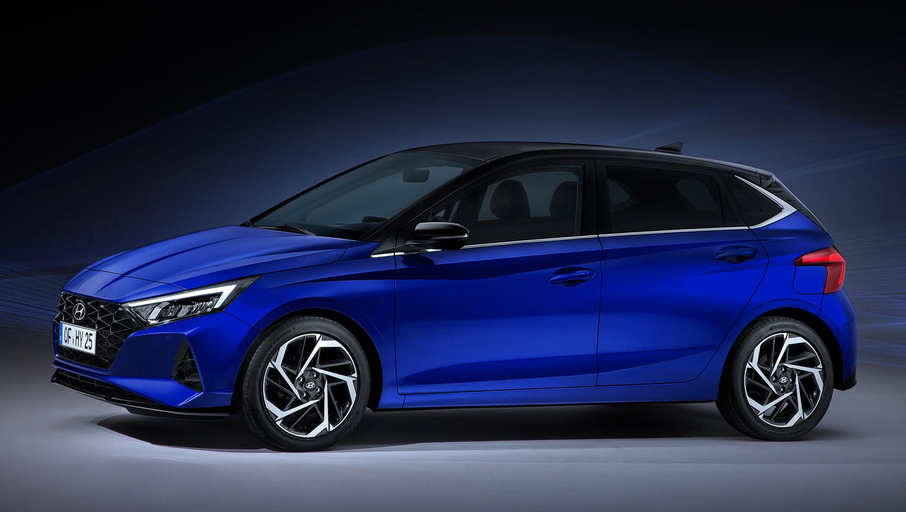Hyundai i20. Длина — 4040 мм (+5), ширина — 1750 (+16), высота — 1450 (-24), колёсная база — 2580 (+10). Максимальный диаметр колёсных дисков увеличен с 16 до 17 дюймов. Кузовная палитра из десяти цветов включает четыре новых оттенка, например Intense Blue (на фото).