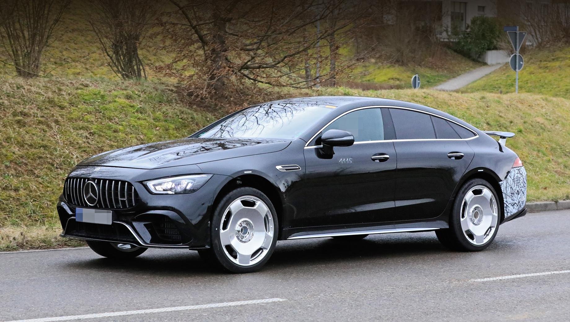 Mercedes amg gt. На испытаниях было поймано два образца мощного гибрида с разными колёсными дисками.