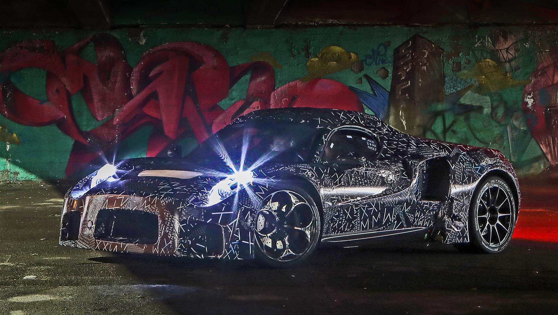 Maserati mc20. Прототип был впервые представлен в ноябре 2019-го на «официальных шпионских снимках», лишённых описания. Маскировка включает поддельные кузовные панели. Согласно плану компании, в 2021 году у двухдверки MC20 появится исполнение с открытым верхом.