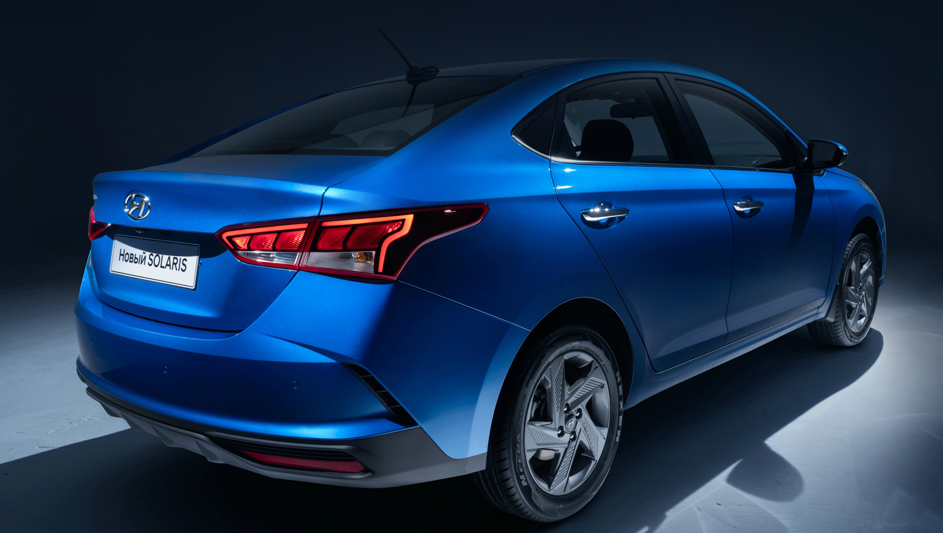 Hyundai solaris. Дореформенный Solaris стартовал с отметки в 756 000 рублей, а топовая версия с тремя пакетами опций тянула на 1 140 000. Новые расценки мы привели в Дополнении ниже.