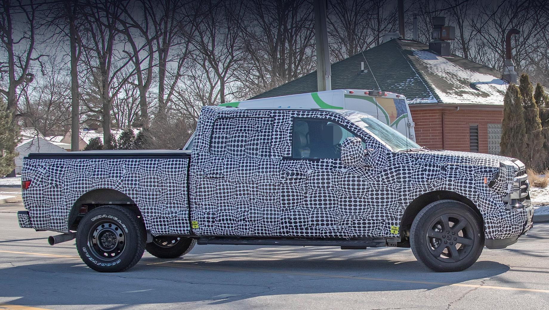 Ford f-150. На испытаниях замечены пикапы с разными версиями решёток радиатора и с разными колёсными дисками.
