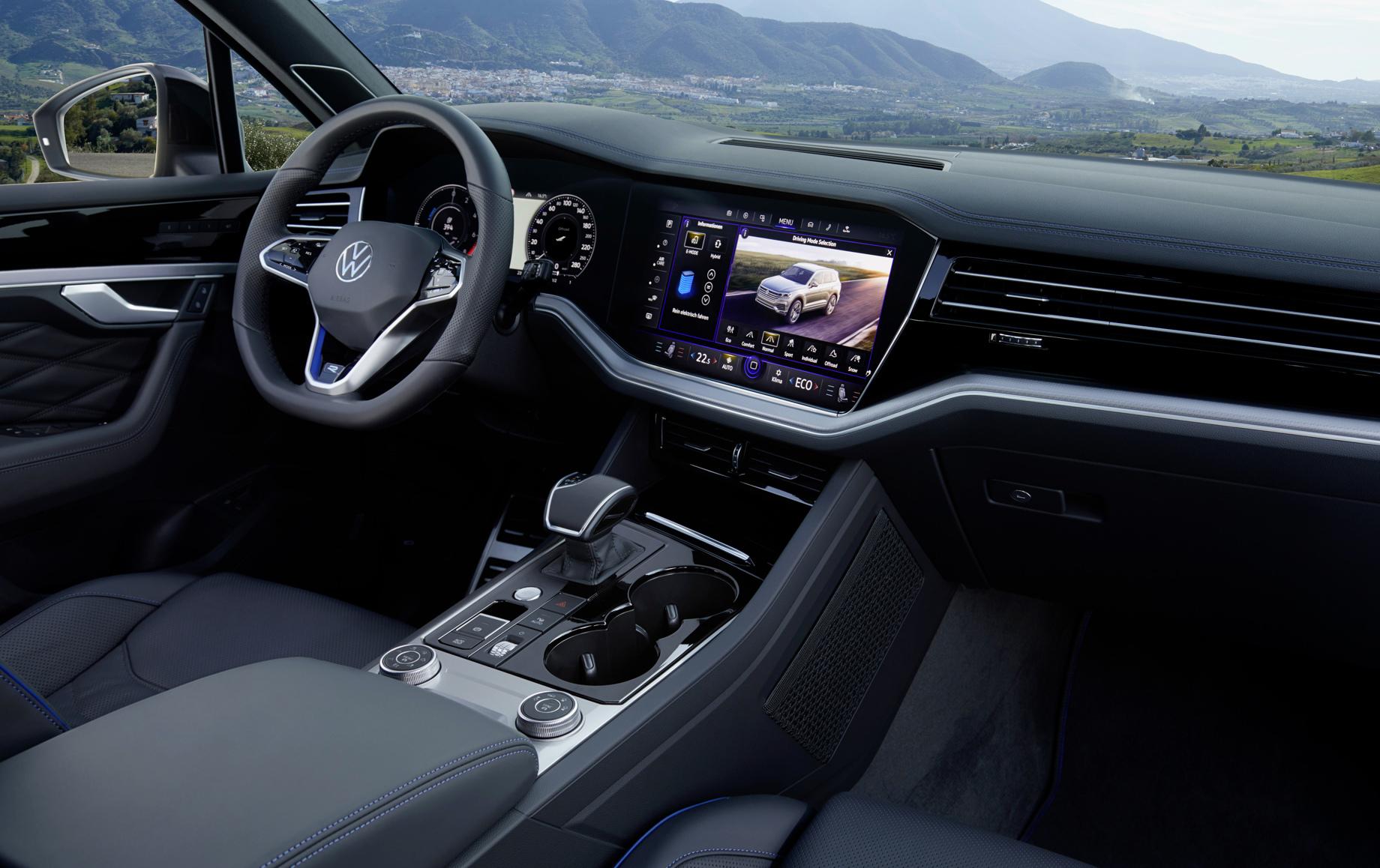 Кроссовер Volkswagen Touareg R стал первым гибридом влинии R