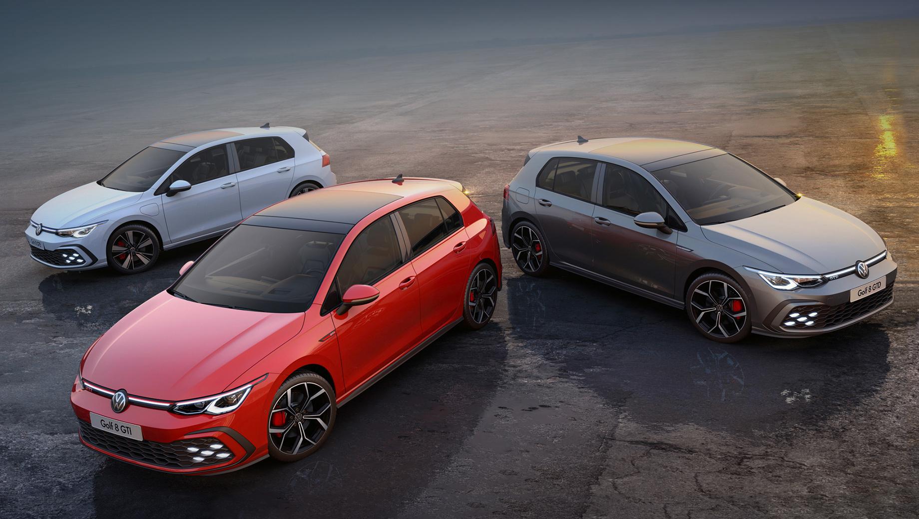 Volkswagen golf,Volkswagen golf gti,Volkswagen golf gte,Volkswagen golf gtd. Противотуманки в виде шестиугольников, размещённых в форме буквы X (опция) и соты в бампере подчёркивают родство трёх производительных версий Гольфа. По краю решётки радиатора пропущена тонкая цветная полоса: красная на GTI, синяя на GTE и серебристая на GTD.
