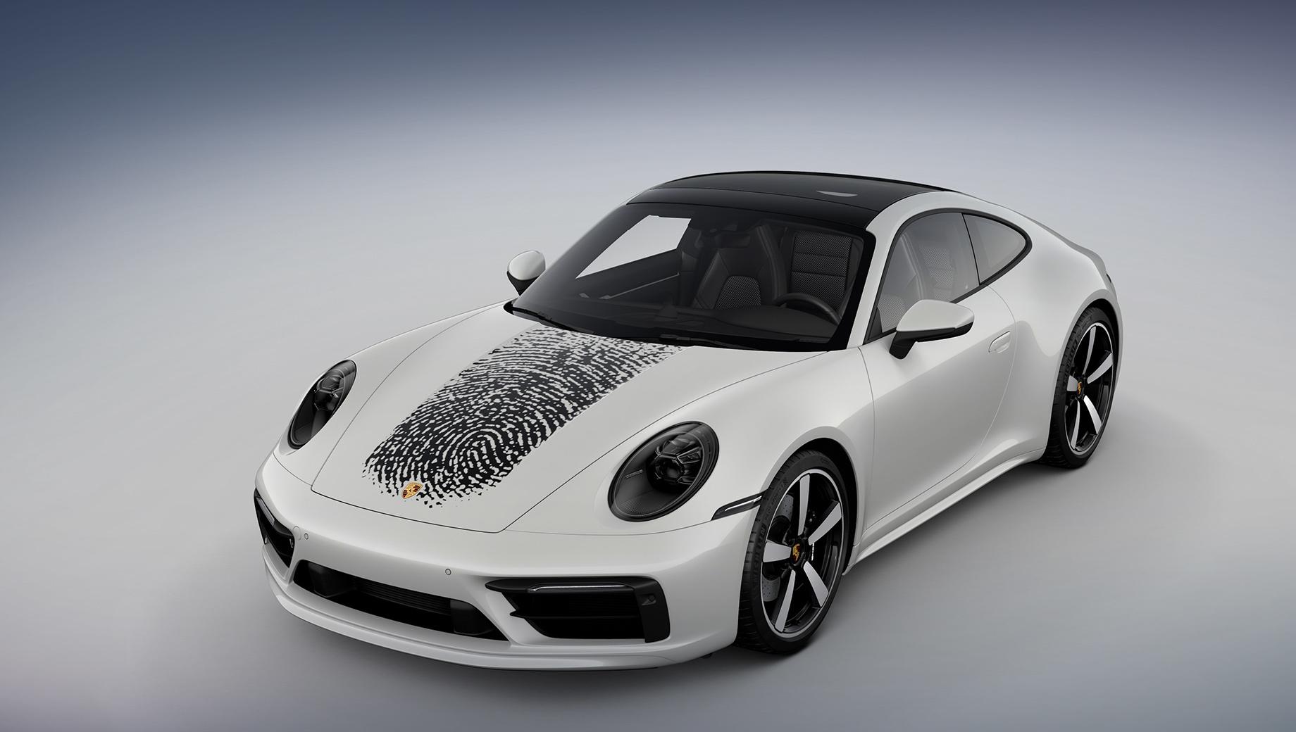 Porsche 911. «Нет ничего более личного, чем отпечаток пальца. Индивидуальность очень важна для клиентов Porsche, и мы гордимся, что разработали совершенно новый продукт, основанный на современных технологиях», — отметил вице-президент Александр Фабиг. (На фото — купе Porsche 911 Carrera 4S.)