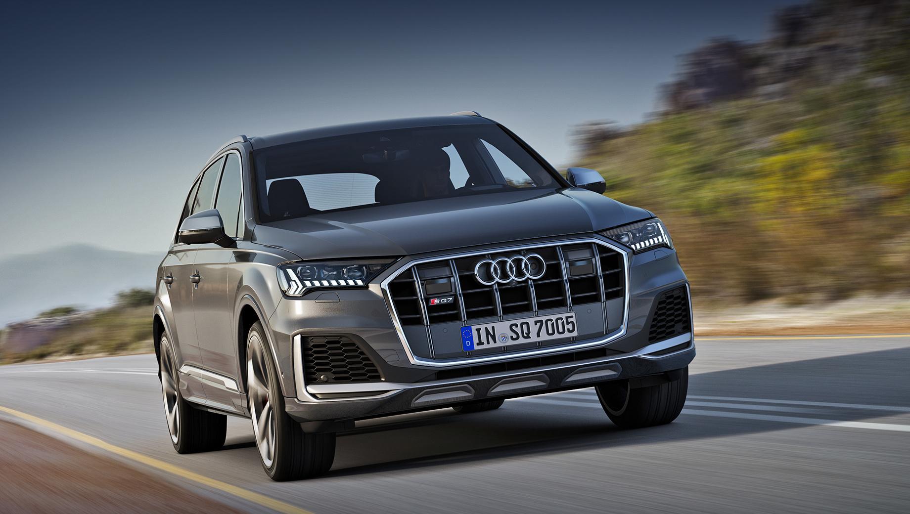 Audi sq7. За светодиодные фары Matrix LED доплачивать не нужно, как и за легкосплавные диски диаметром 21 дюйм. Каждый из восьми цветов кузова — опция ценой до 289 400 рублей. За 22-дюймовые колёса придётся отдать не меньше 100 200.