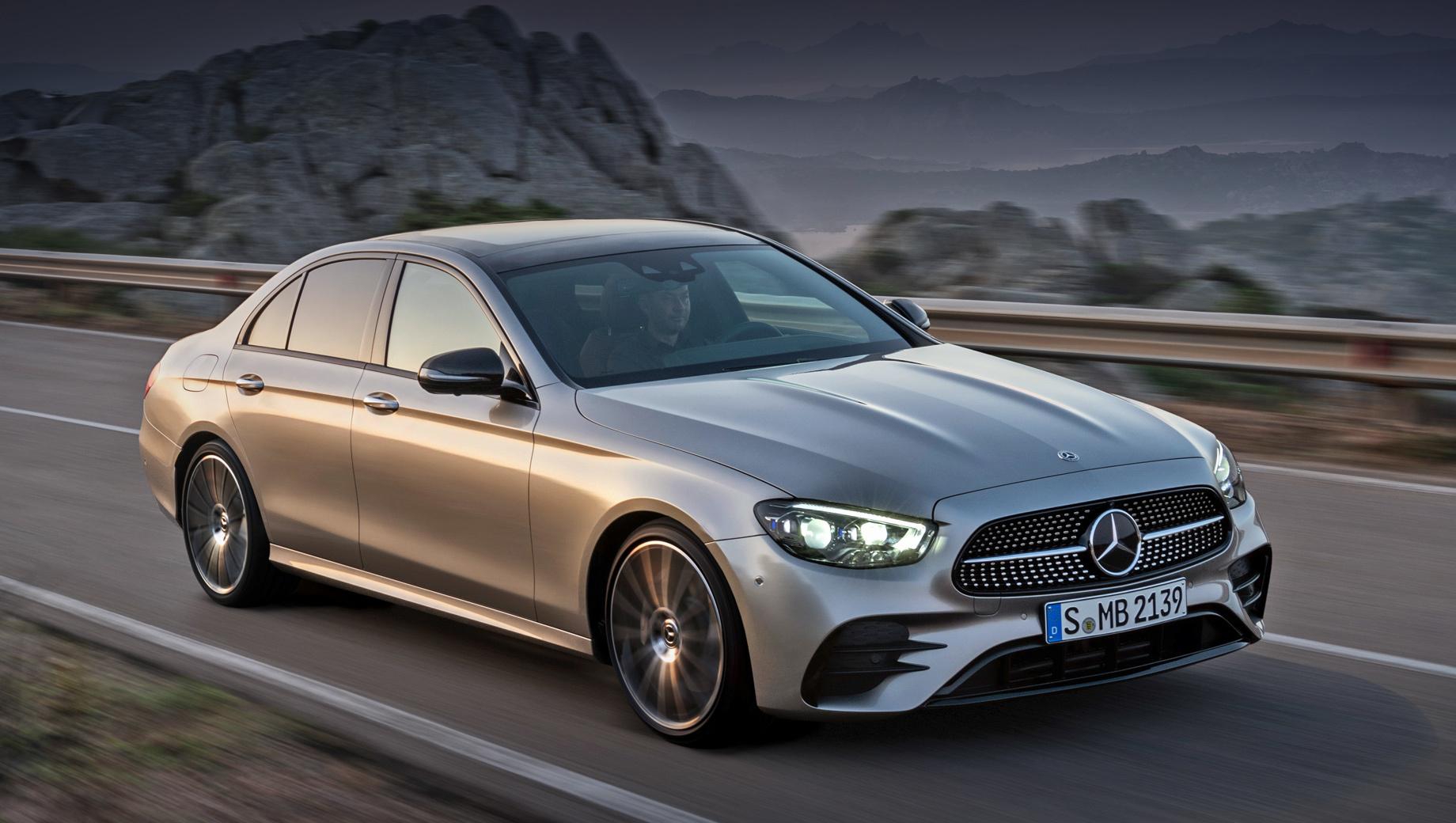 Mercedes e,Mercedes e amg. Автомобиль щеголяет новыми решёткой радиатора, бамперами и фарами. Последние — полностью светодиодные уже «в базе», а за доплату немцы поставят интеллектуальную оптику Multibeam.