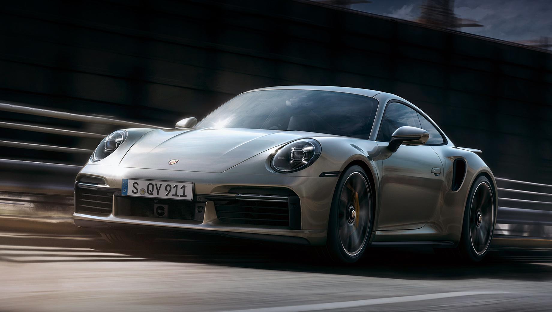 Porsche 911,Porsche 911 turbo s. Кузов расширен. На 48 мм относительно Карреры поколения 992, до 1900 мм. Новый Turbo S на 20 мм шире предшественника. По сравнению с ним колея подросла на 42 мм спереди и 10 мм сзади.