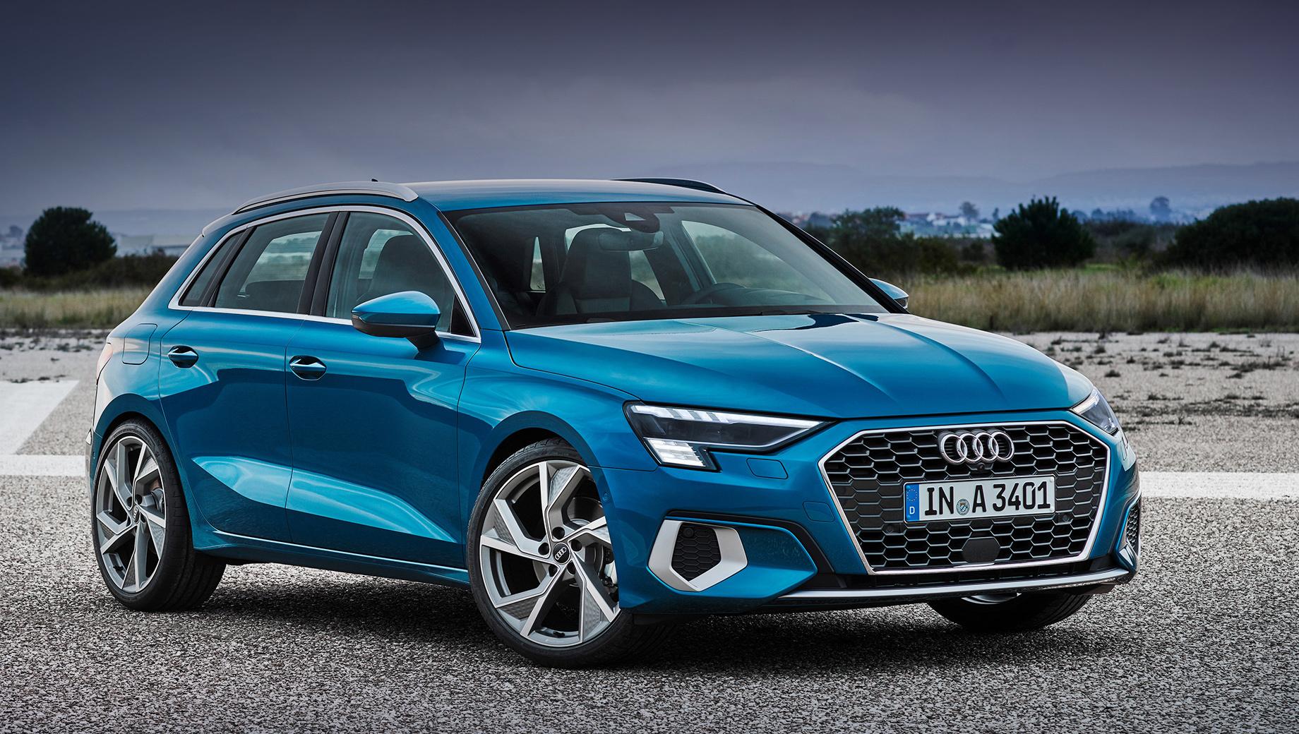 Audi a3,Audi a3 sportback. Продажи в Европе начнутся в марте 2020 года, первые машины доберутся до клиентов в мае. За базовую версию 1.5 в Германии просят 28 900 евро (2,14 млн рублей). К примеру, за Mercedes A 180 (136 л.с.) нужно выложить 28 012 евро (2,07 млн), а за BMW 118i (140 л.с.) ― 28 300 евро (2,09 млн).