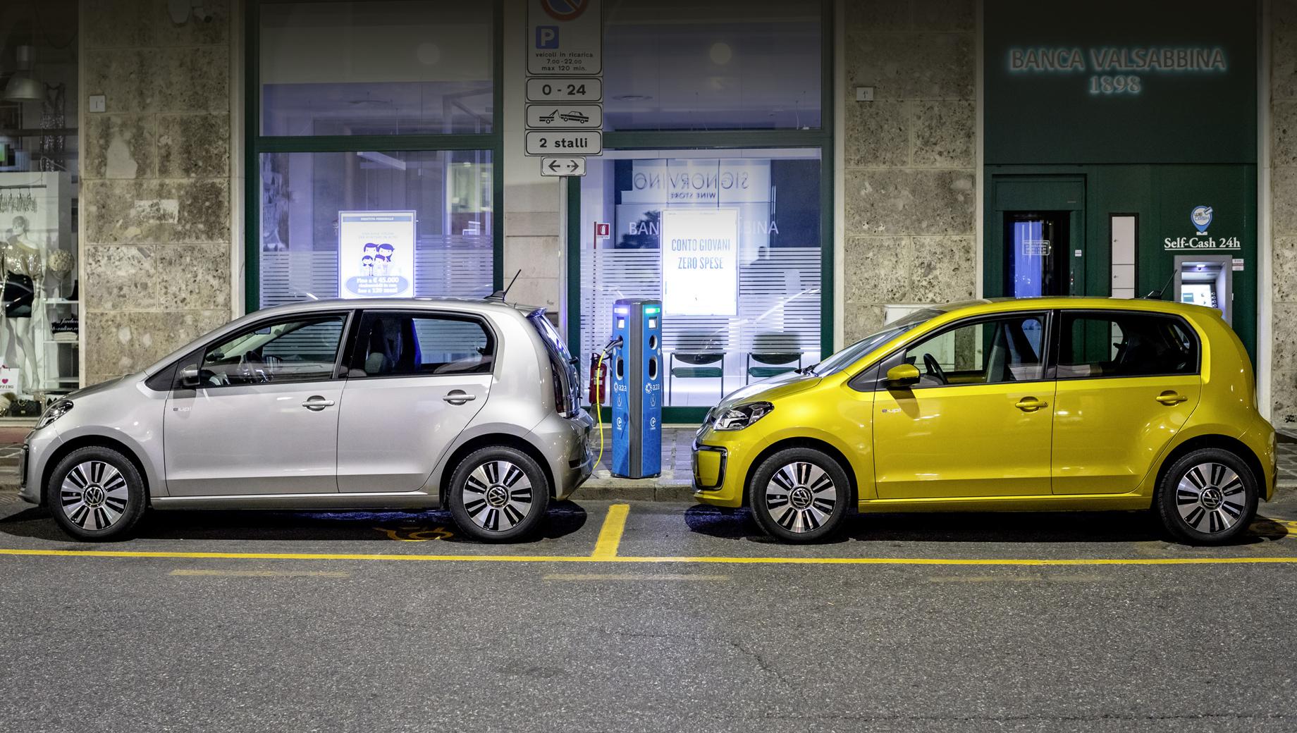 Volkswagen e-up,Volkswagen id 1. Современная модель e-up! стоит в Германии от 21 975 евро (1,8 млн рублей) без учёта льгот, оснащена тяговым электромотором с отдачей 83 л.с. и 212 Н•м, батареей на 36,8 кВт•ч (из них 32,3 кВт•ч — используемые) и проходит на одной зарядке 260 км в цикле WLTP.