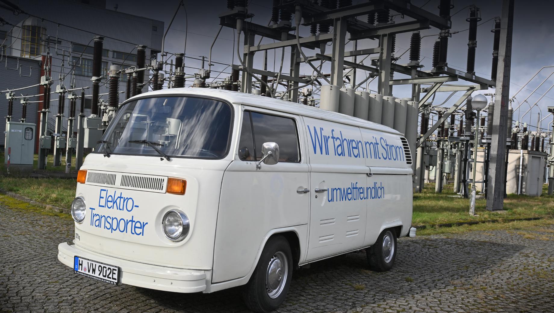 Volkswagen t2,Volkswagen t1,Volkswagen id buzz,Volkswagen concept,Volkswagen e-bulli. Модель Volkswagen T2 Elektrotransporter производилась с 1972 по 1979 год в разных версиях кузова: как микроавтобус, фургон и пикап с грузоподъёмностью в 800 кг.