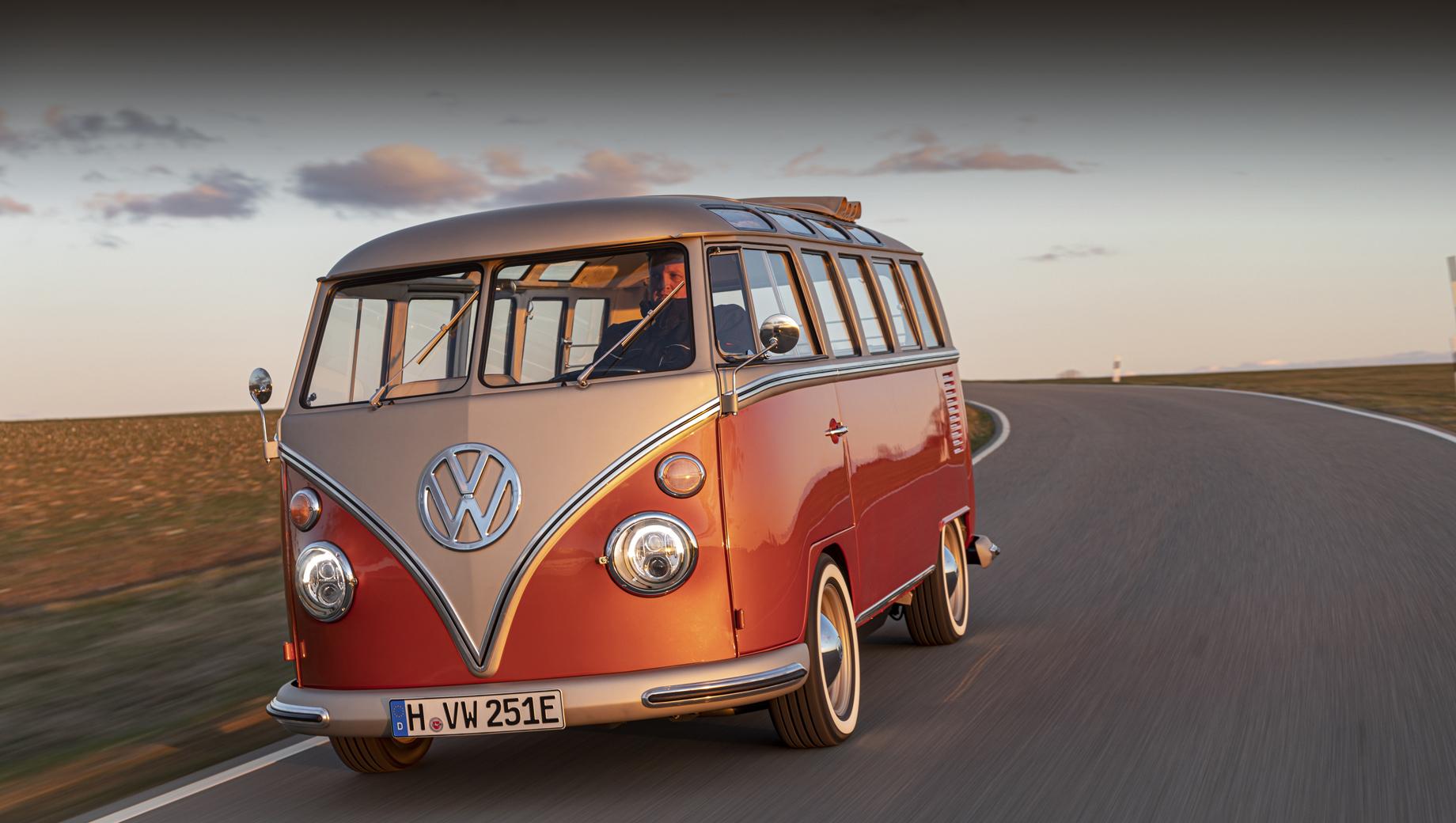 Volkswagen concept,Volkswagen e-bulli. Вэн Volkswagen Type 2 первого поколения (индекс T1) стал одним из символов хиппи. Данный образец был изготовлен в Ганновере в 1966 году и полвека колесил по Калифорнии, а теперь вернулся в Германию и обратился в электрокар.