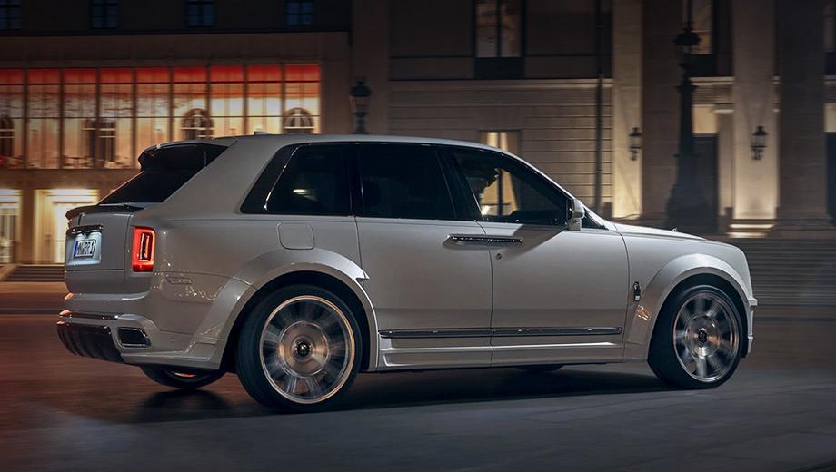 Rollsroyce cullinan. Немецкие тюнеры расширили колёсные арки на 100 мм спереди и 120 — сзади. Для сохранения эстетического баланса предусмотрены проставки для колёс по 20 мм на передней оси и по 25 на задней с каждой стороны.