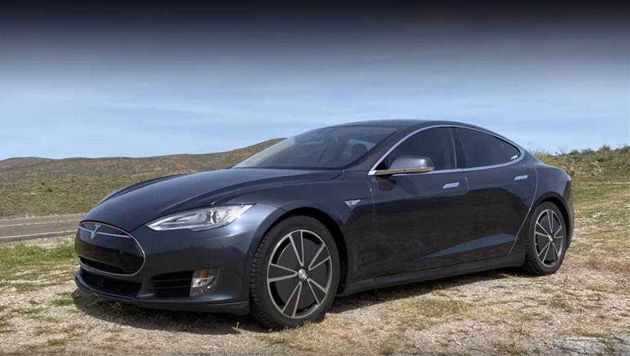 Tesla model s,Mercedes eqv. В данном случае подопытной машиной оказалась модификация Model S 70D 2015 года. Её паспортный запас хода в комбинированном цикле EPA составляет 240 миль (386 км).