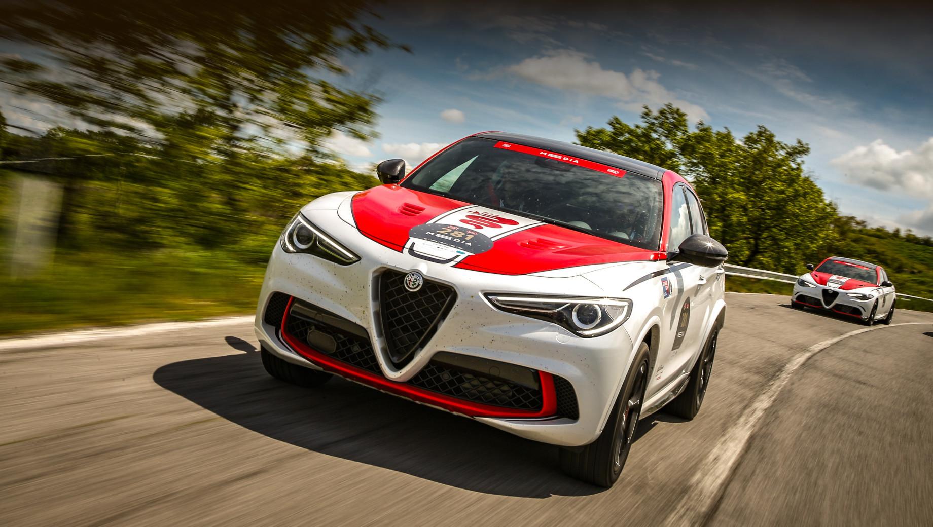 Alfaromeo stelvio. В отсутствие GTA самым мощным Stelvio останется лимитированный 520-сильный (600 Н•м) Stelvio Alfa Romeo Racing Edition (на фото), а среди обычных серийных — 510-сильный Quadrifoglio.