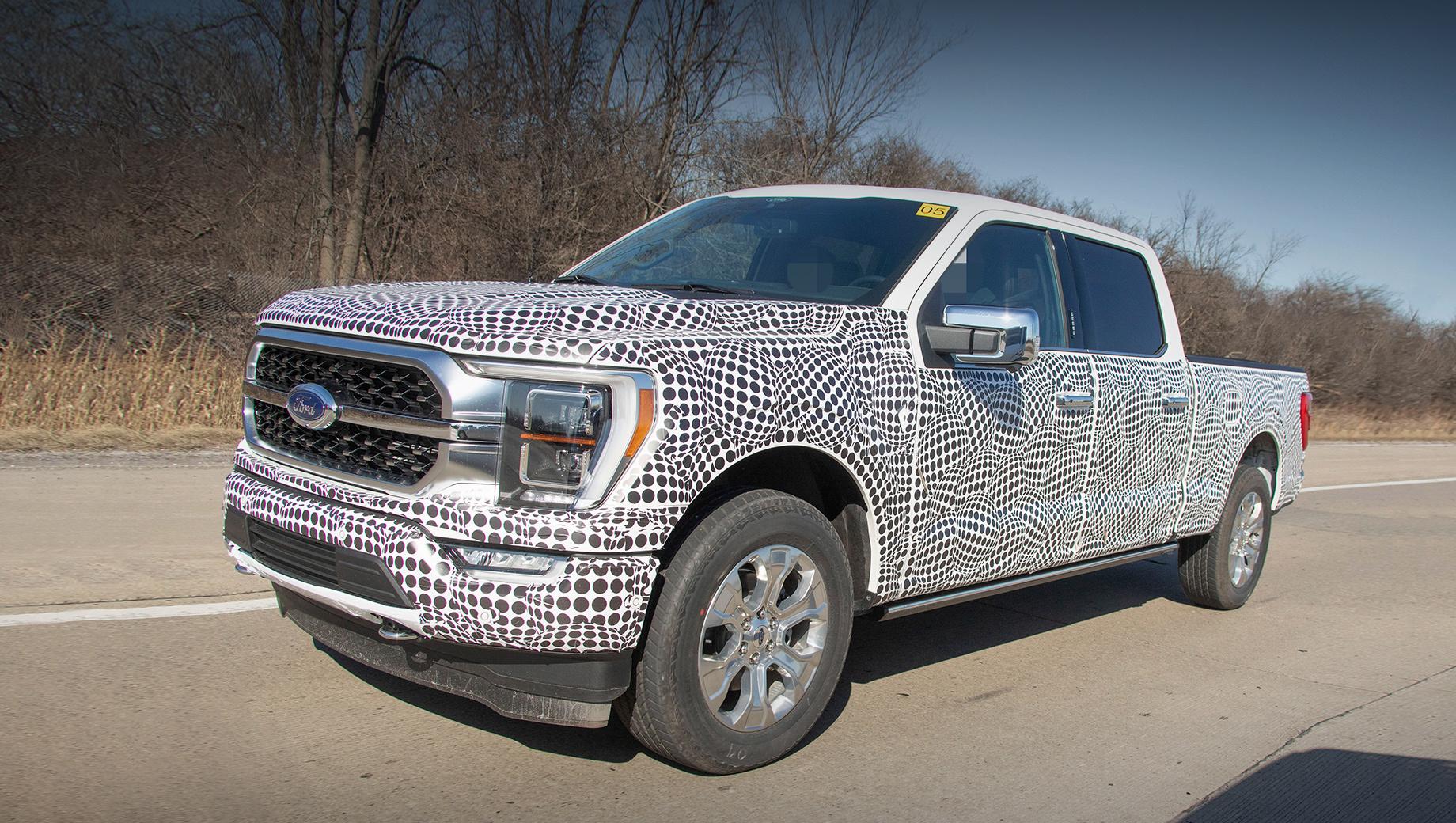 Ford f-150. Снаружи Ford F-150 изменится немного — дизайнеры подретушируют оптику, решётку радиатора и бамперы, в гамме колёс появятся новые варианты. Внешние панели, как и прежде, будут алюминиевые, а под ними — рама из высокопрочных сталей.