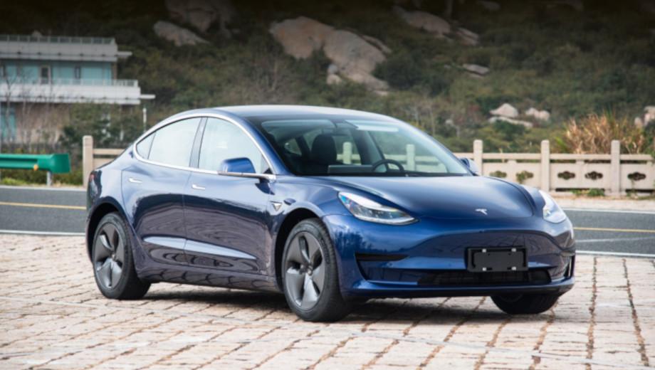 Tesla model 3. На снимках в новости представлен китайский заднеприводный вариант Standart, но Long Range ничем принципиально не отличается.