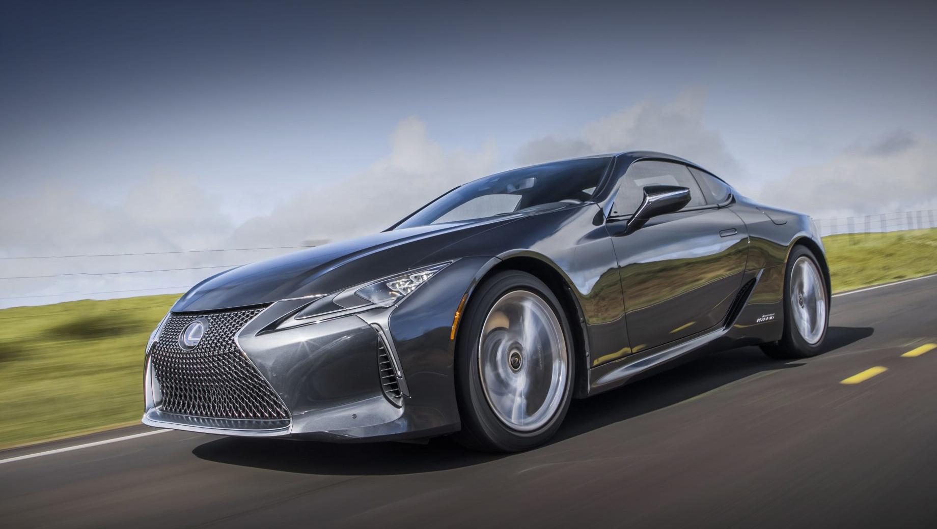 Lexus lc. Пока представлен рестайлинговый Lexus LC только для североамериканского рынка. Старт продаж намечен на вторую половину 2020 года, цены объявят тогда же. Сейчас в США за LC 500 просят $92 950, а за LC 500h — $97 510. У нас же продаётся только версия с V8 за 8 580 000 рублей.