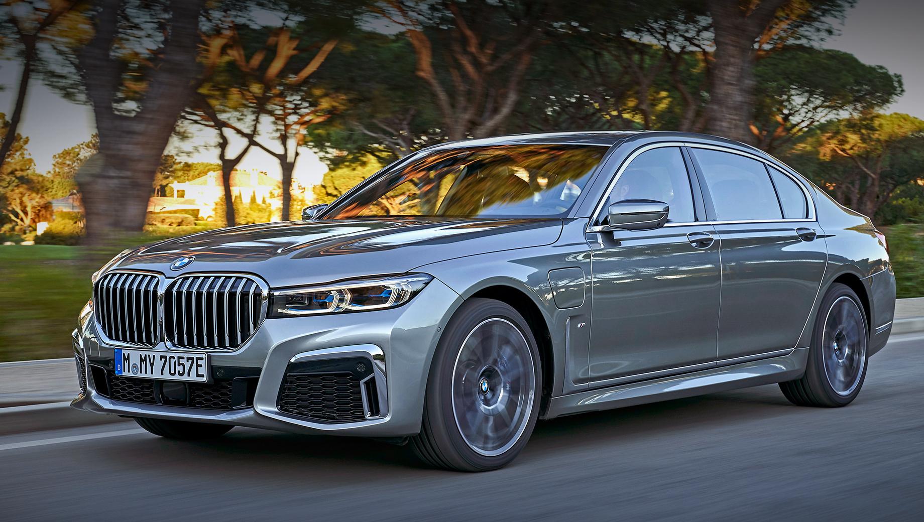 Bmw 7. В нынешнем поколении в гамме седьмой серии есть только подзаряжаемый гибрид BMW 745e, который предлагается с двумя типами привода и в кузове со стандартной и с удлинённой базой. Бензиновая «шестёрка» 3.0 с электромотором выдают 394 л.с. и 600 Н•м. Запас хода на электротяге — 50-58 км.