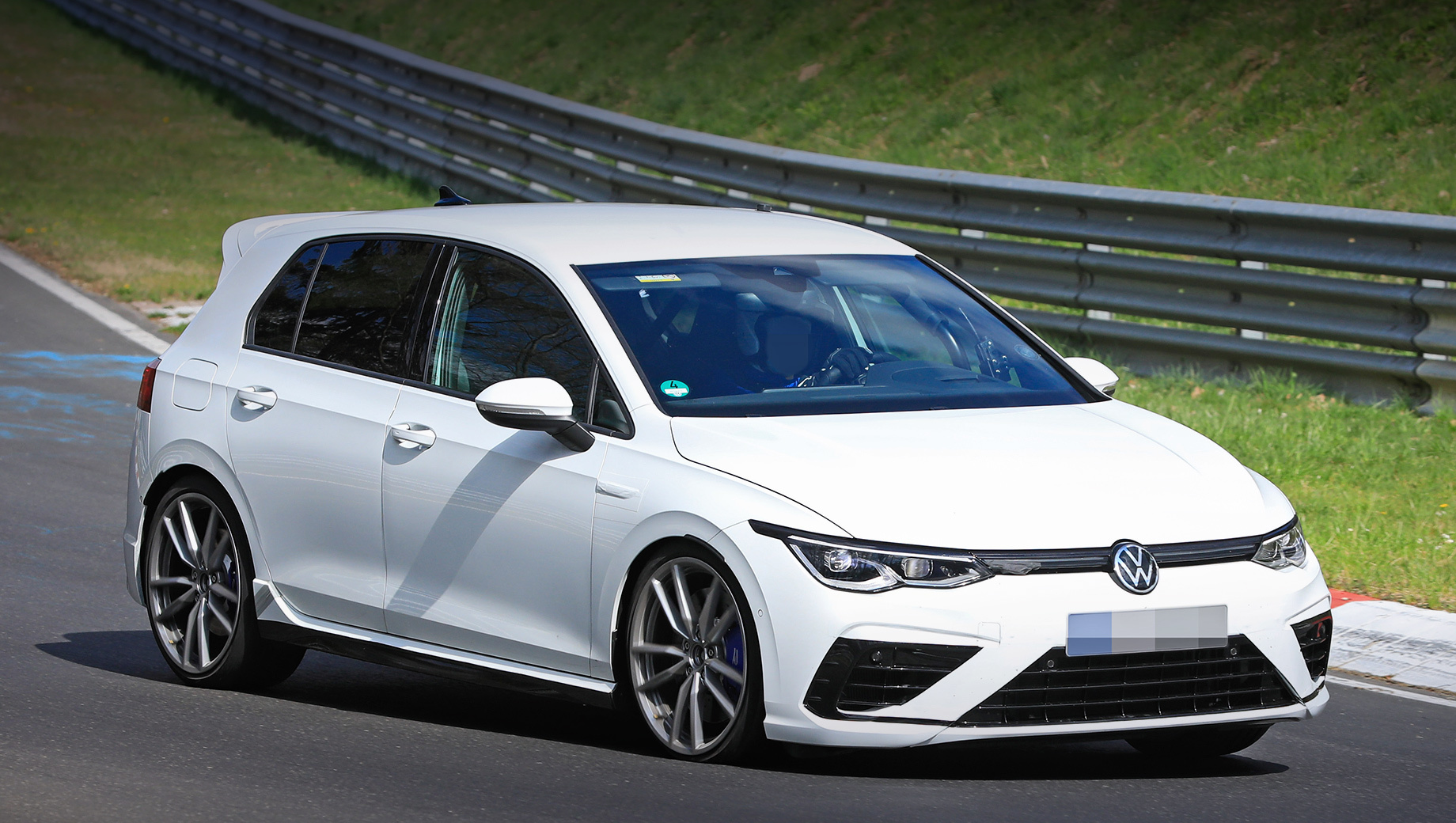Volkswagen Golf R будет доступен в двух версиях
