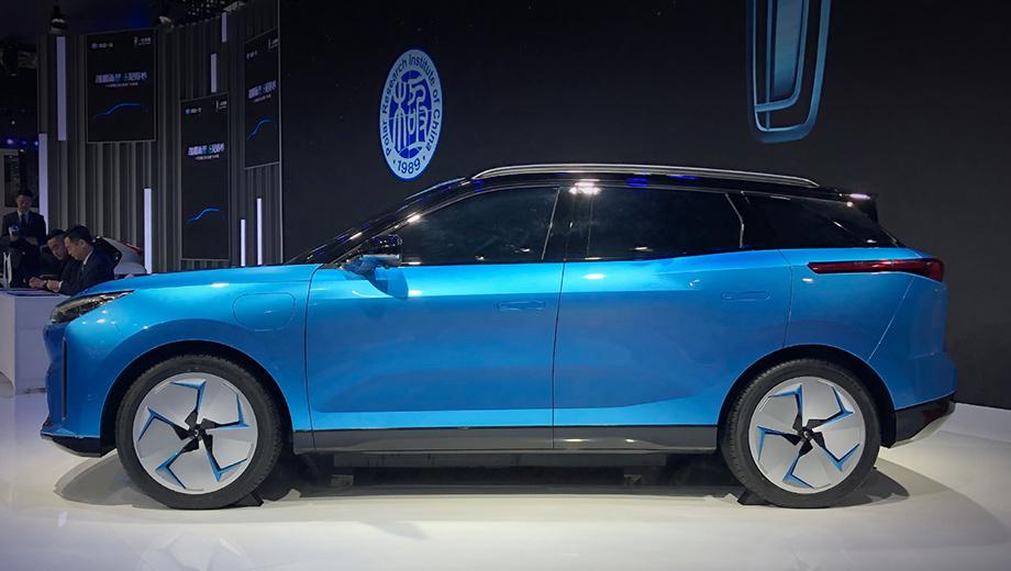 Faw e01,Faw bestune e01. Батарейный шоу-кар FAW C105 дебютировал в ноябре 2019 года на автошоу в Гуанчжоу без интерьера. Создатели сообщили, что машина базируется на платформе FME, имеет колёсную базу в 2840 мм, автопилот третьего уровня и запас хода в 450 км по циклу NEDC.