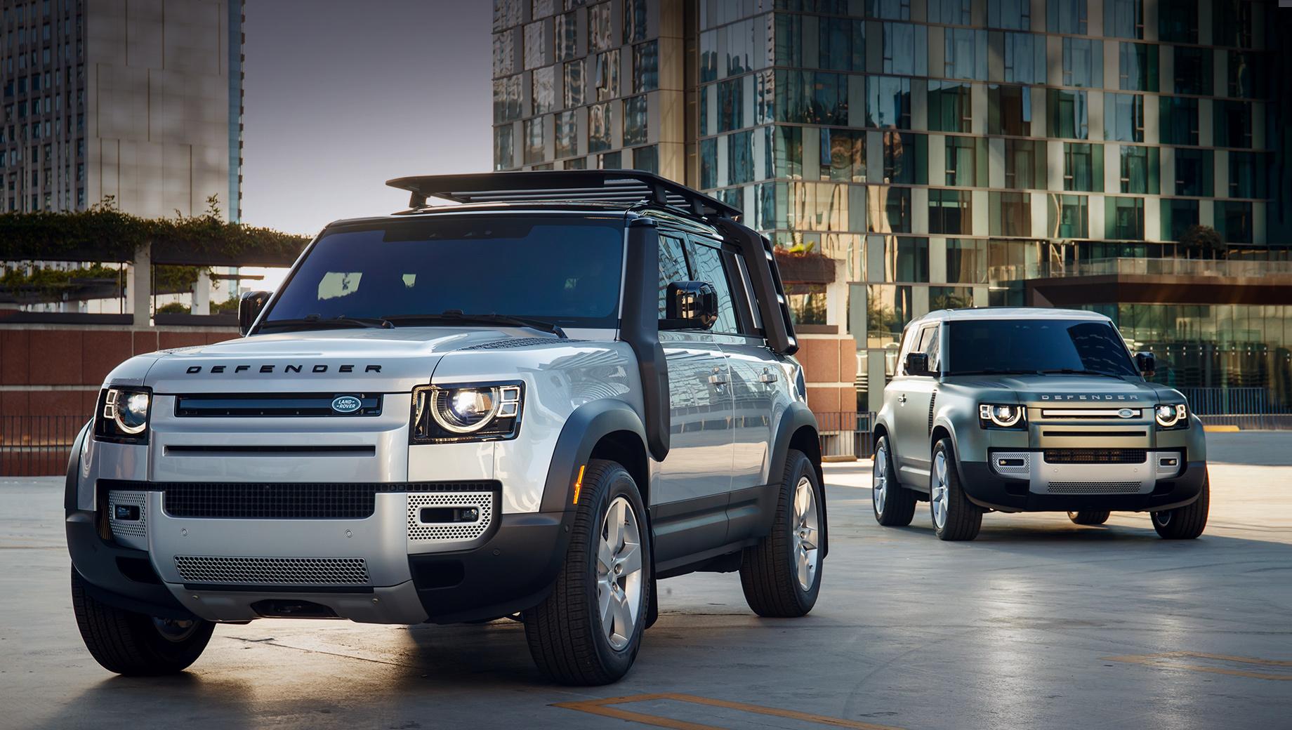 Land rover defender. Российских цен ещё нет. Одобрение типа транспортного средства (ОТТС) также пока не опубликовано. Ждём обе версии ― пятидверный Land Rover Defender 110 и трёхдверный Defender 90. Индексы стали условностью: даже у «коротышки» колёсная база почти 102 дюйма (2587 мм).