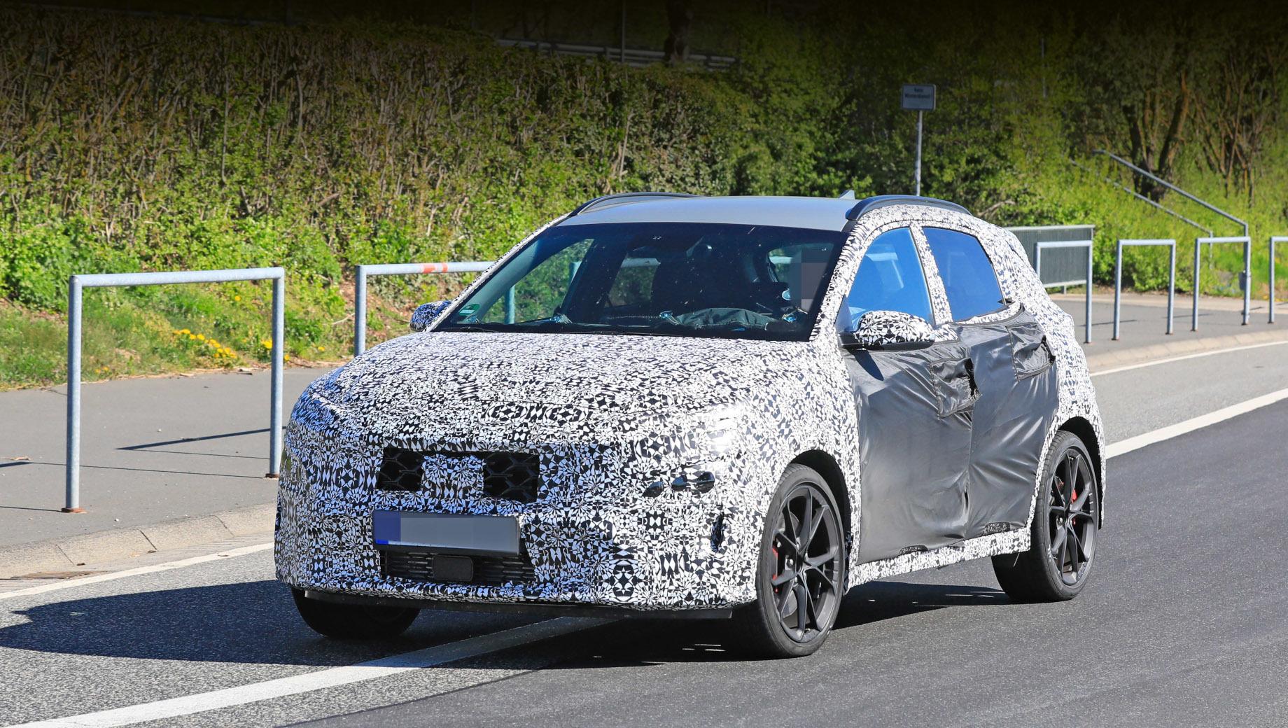 Кроссовер Hyundai Kona N получит полный привод и «робот»