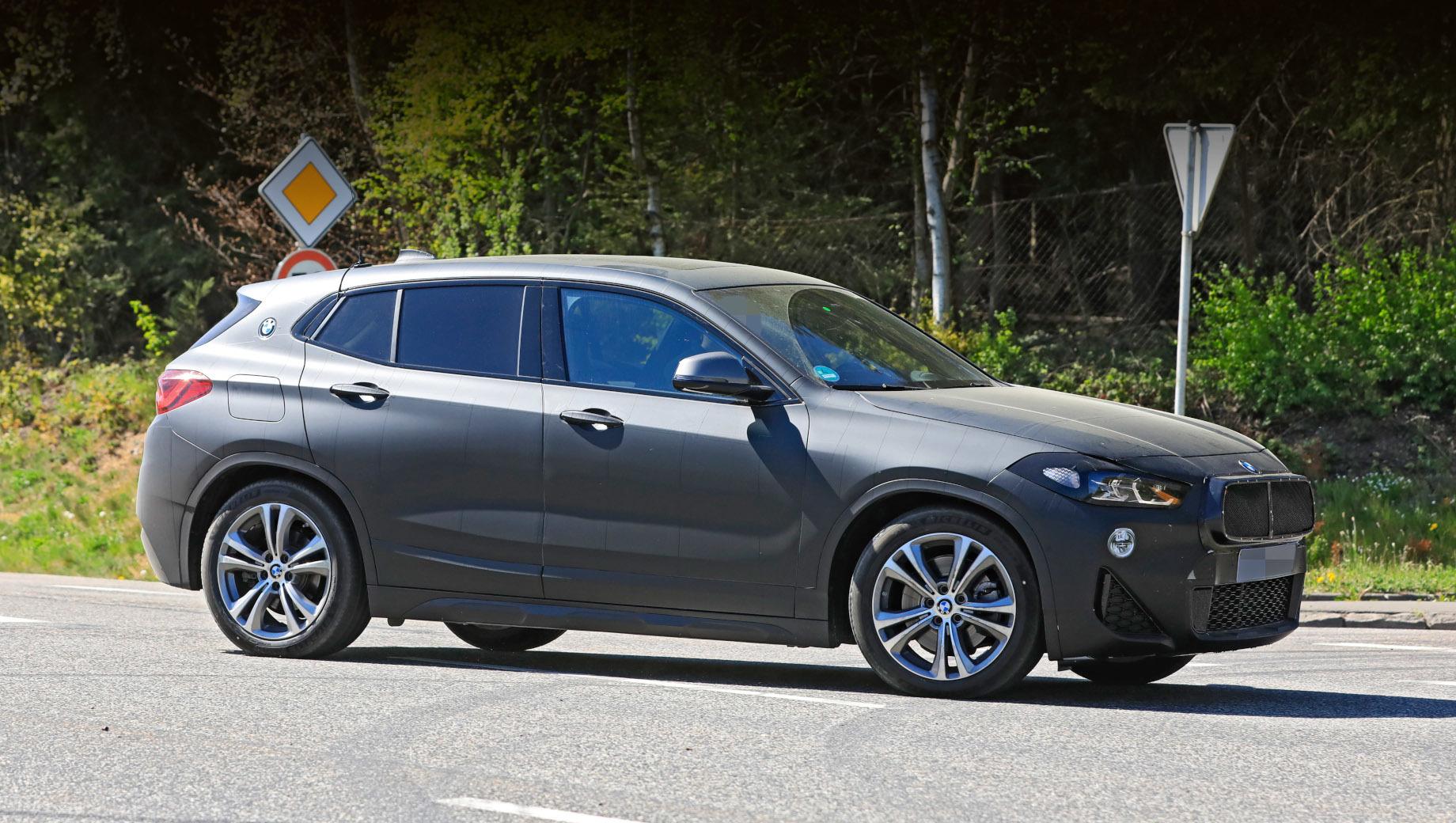 Bmw x2. Паркетник X2 был представлен осенью 2017 года, через пару лет после премьеры X1 второго поколения. В Европе X2 уступает по популярности «икс-первому» вдвое (в 2019-м продано 45 126 экземпляров X2 и 108 507 X1), а в России разница более чем троекратная (903 «икс-вторых» и 3086 «икс-первых»).