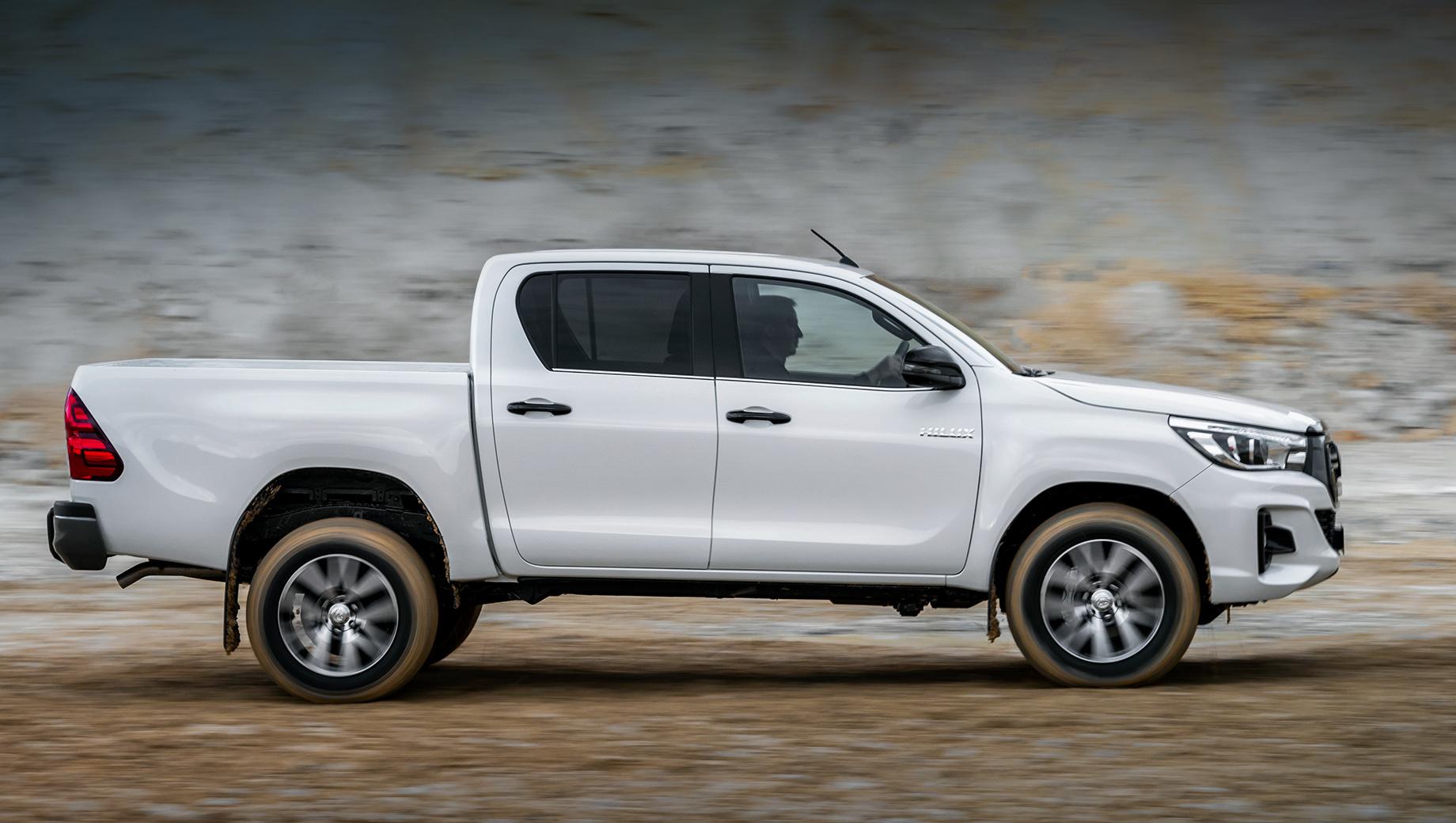 Toyota hilux. Hilux у российских покупателей на хорошем счету. В 2019 году утилитарная Toyota заняла по продажам второе место с результатом 3180 машин (впереди — менее дорогой УАЗ Пикап, 3600 штук). У нас Hilux доступен с двумя дизелями на выбор и по цене от 2 382 000 до 2 947 000 рублей.