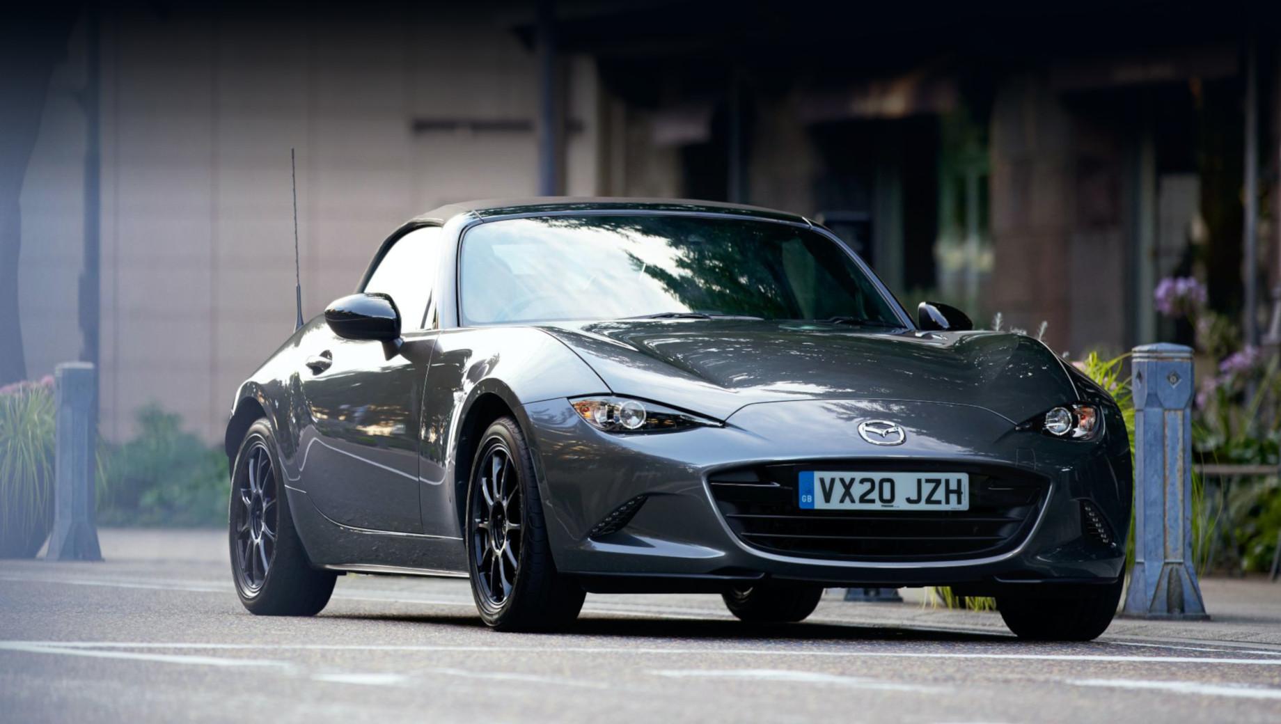 Mazda mx-5,Mazda mx-5 r-sport. Среди особенностей серии — кузовная краска Polymetal Grey и 16-дюймовые колёсные диски Rays ZE40 Gun Metallic.