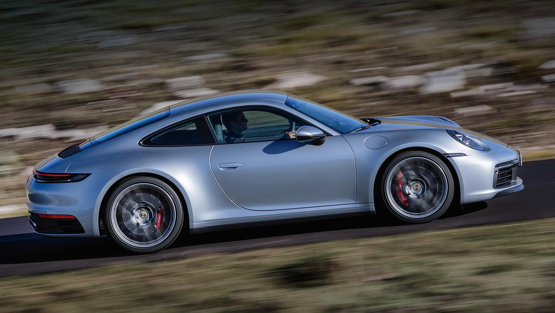Porsche 911 с «механикой» предложен европейцам