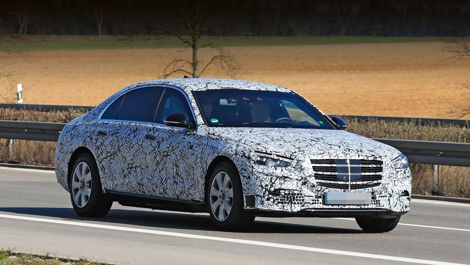 Новый Mercedes-Benz S-Class Guard впервые замечен на испытаниях