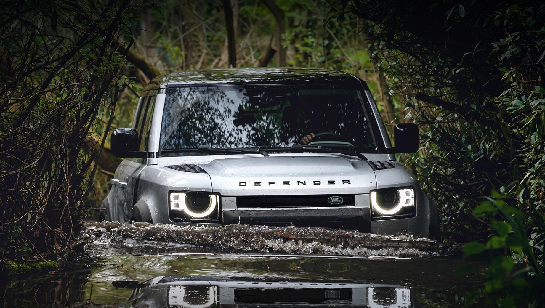 Land Rover Defender с мотором V8 попался на испытаниях