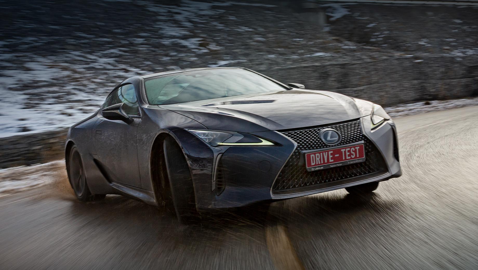 Lexus lc. Мягкой зиме не удалось поставить Lexus в затруднительное положение. В отличие от погоды, он оправдал и даже превзошёл ожидания. Купе не навязывает свой стиль вождения, подстраивается под водителя и не кажется остро технологичным. По нынешним временам это скорее плюс.
