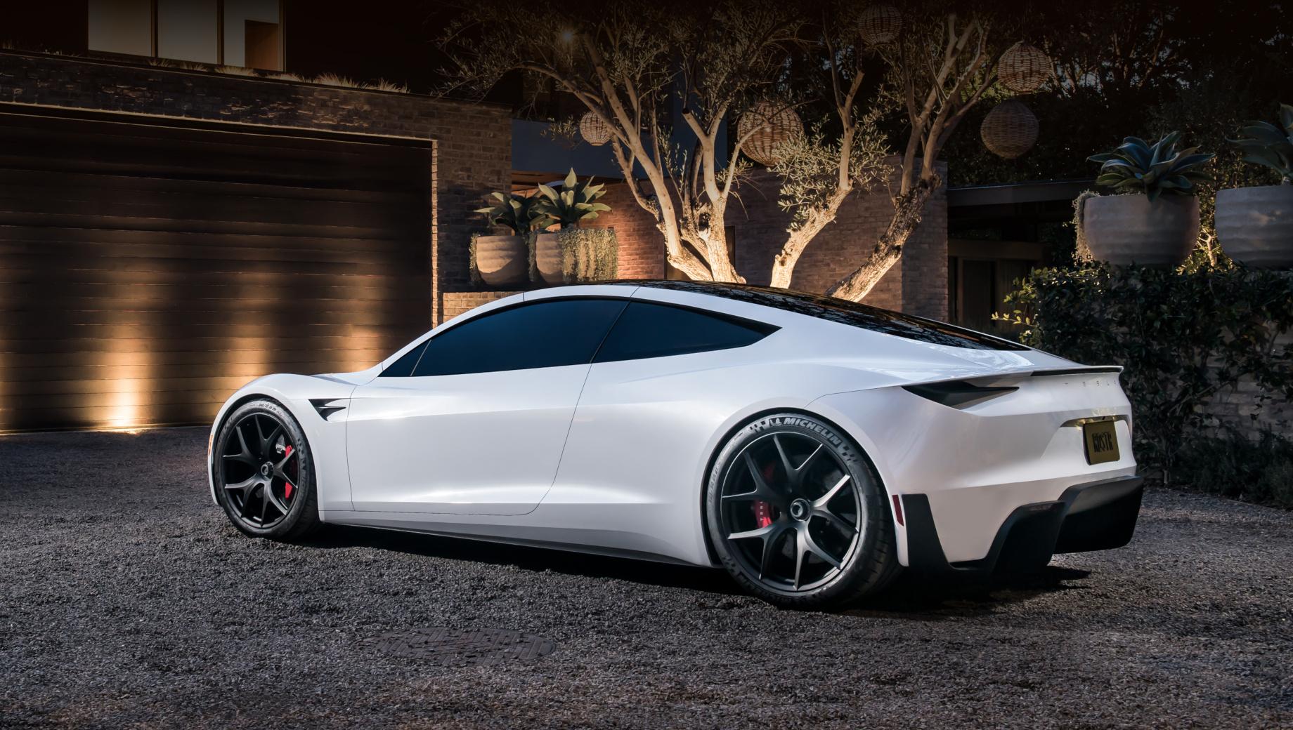 Tesla roadster. Прототип Теслы Roadster обладал кузовом тарга (со съёмной центральной секцией крыши). У модели один электромотор спереди и два сзади. Разгон с нуля до 60 миль/ч (97 км/ч) занимает 1,9 с, батарея на 200 кВт•ч должна обеспечить пробег в 1000 км. Цена базовой версии — $200 000 (14,7 млн рублей).
