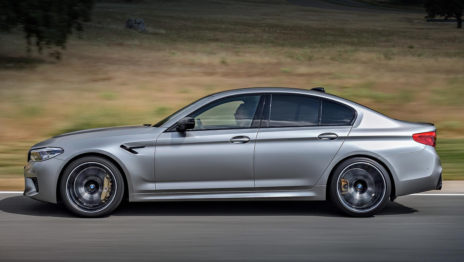 Bmw m5,Bmw m5 cs. Сегодня самая мощная заводская версия BMW M5 — Competition. В России «эм-пятая» представлена только в таком варианте. Ускорение до сотни у полноприводного седана занимает всего 3,3 с, а цены начинаются от 8 280 000 рублей. Доплата за углеродокерамику — 749 200.