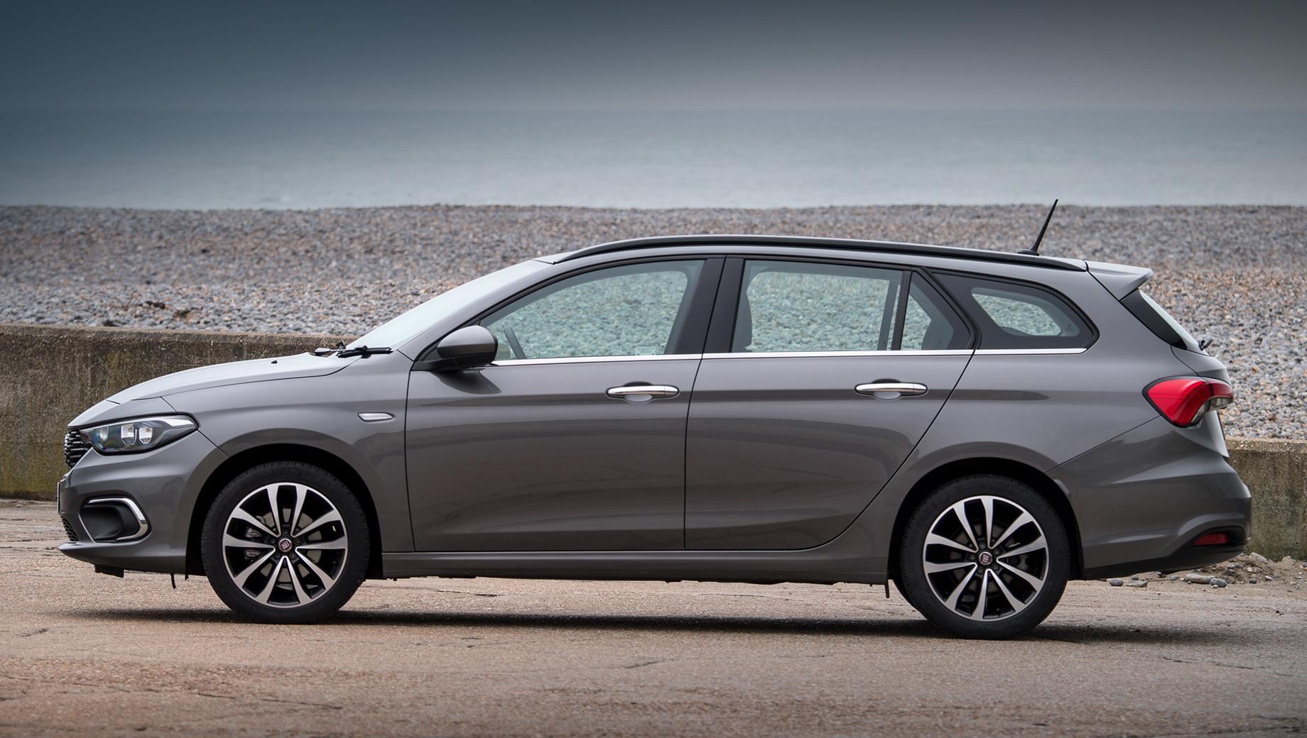Fiat tipo. Продажи модернизированного Фиата Tipo начнутся во второй половине 2020 года. Предположительно, цены в Италии будут стартовать с 16 тысяч евро (1,3 млн рублей). Сейчас наиболее доступный вариант оценивается в 15 тысяч евро (1,2 млн).