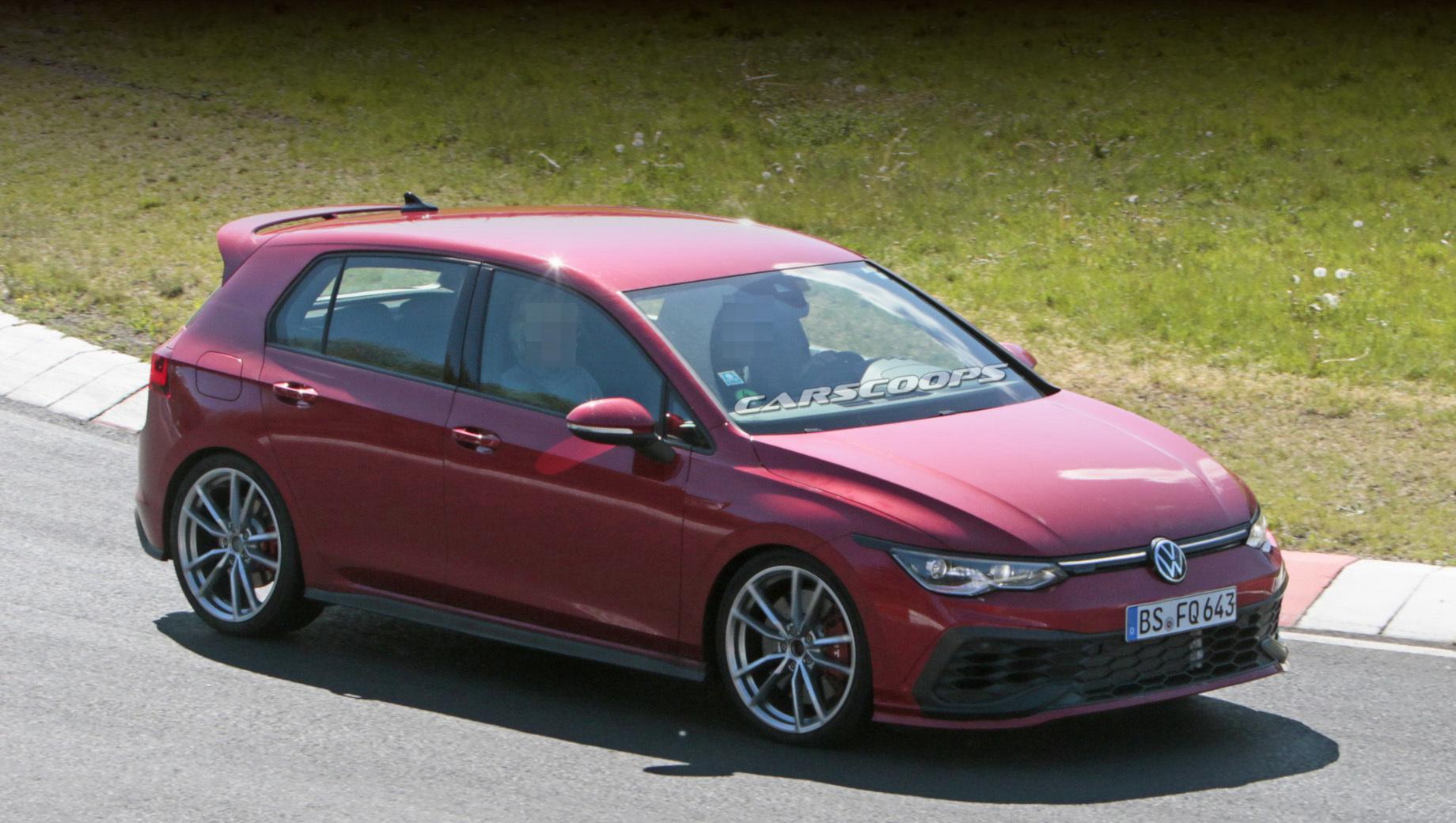 Volkswagen golf,Volkswagen golf gti,Volkswagen golf gti tcr. Версия GTI TCR похожа на GTI, но выделяется оригинальными легкосплавными дисками, перекроенными воздухозаборниками и сплиттером.