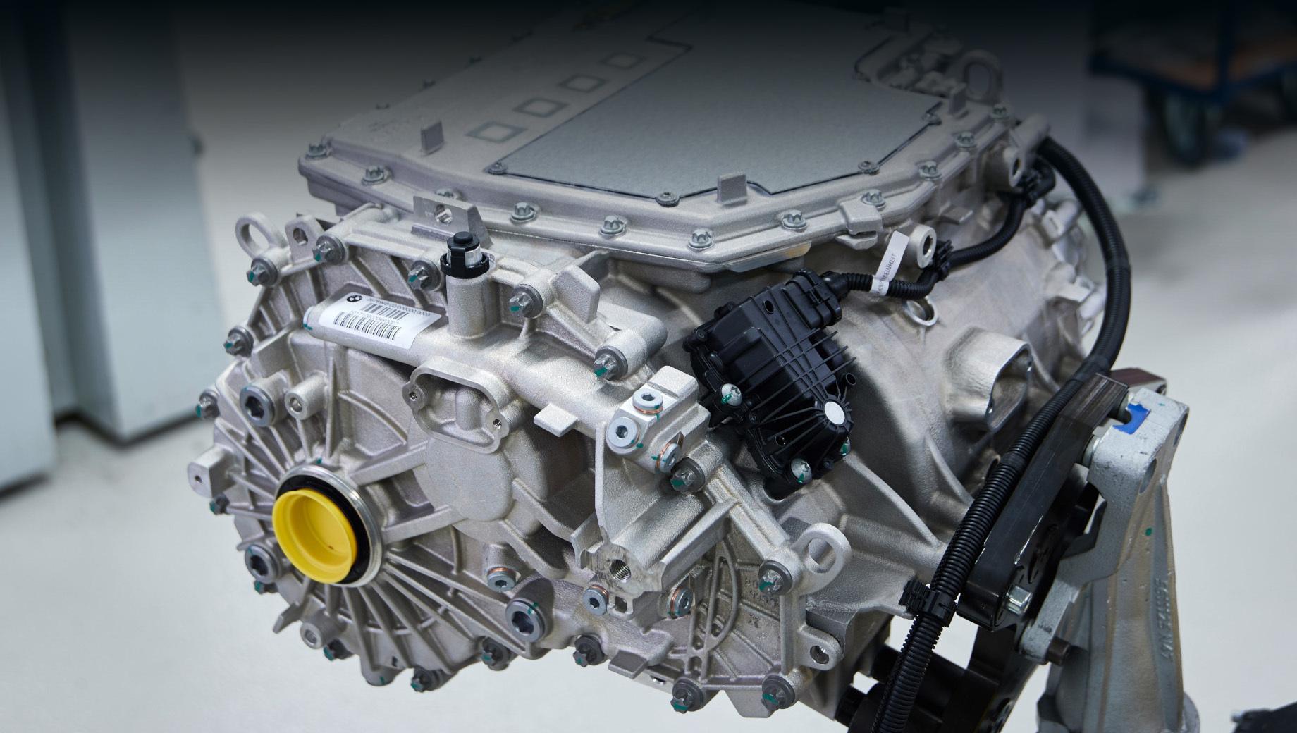 Bmw ix3. Задний модуль eDrive совмещает электромотор, редуктор и силовую электронику. Данные из китайского министерства промышленности подтверждают ранее озвученные параметры отдачи двигателя: 286 л.с. и 400 Н•м.