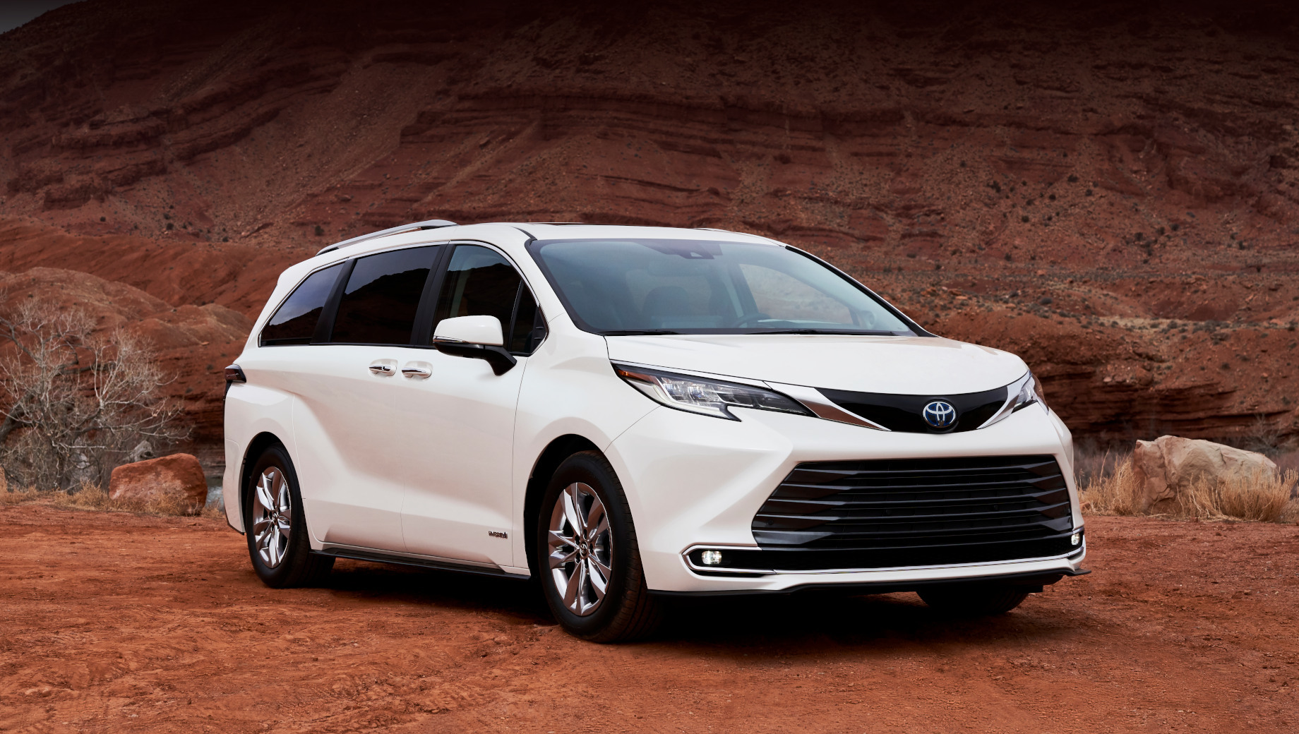 Минивэну Toyota Sienna подарен гибридный полный привод