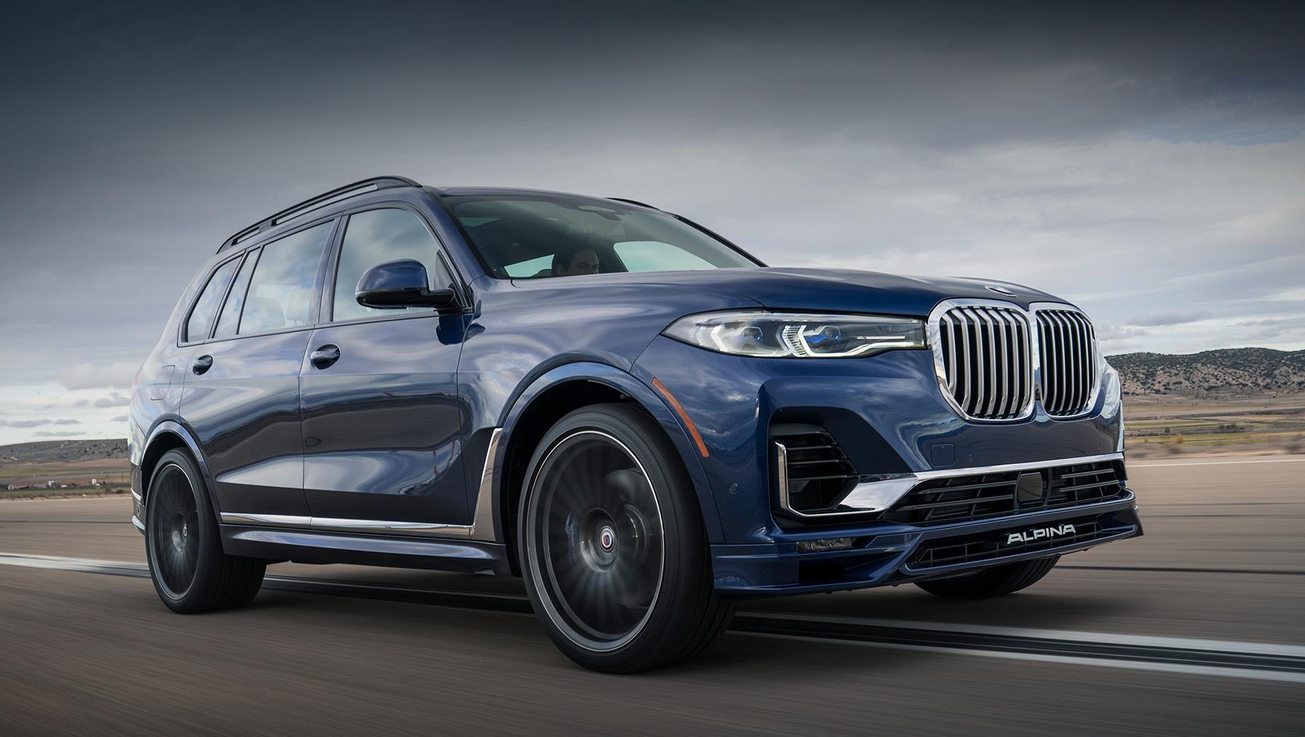 Bmw x7,Alpina xb7. Alpina XB7 внешне отличается накладками на бамперы, колёсами и квартетом выпускных патрубков. В Германии Alpina XB7 стоит от 155 200 евро (12,3 млн рублей). Для сравнения: за BMW X7 M50i просят 115 400 евро (9,1 млн), а за Mercedes-AMG GLS 63 — 150 300 евро (11,8 млн).