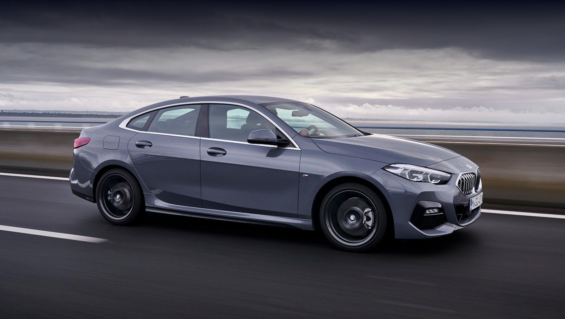 Bmw 2,Bmw 2 gran coupe,Bmw 2 gran coupe 2019. Прайс-лист на седан BMW Gran Coupe второй серии начинается с 2 090 000 рублей за 140-сильный вариант 218i Online Edition. Модель принципиально новая не только для нашего рынка, но и для компании BMW в целом.