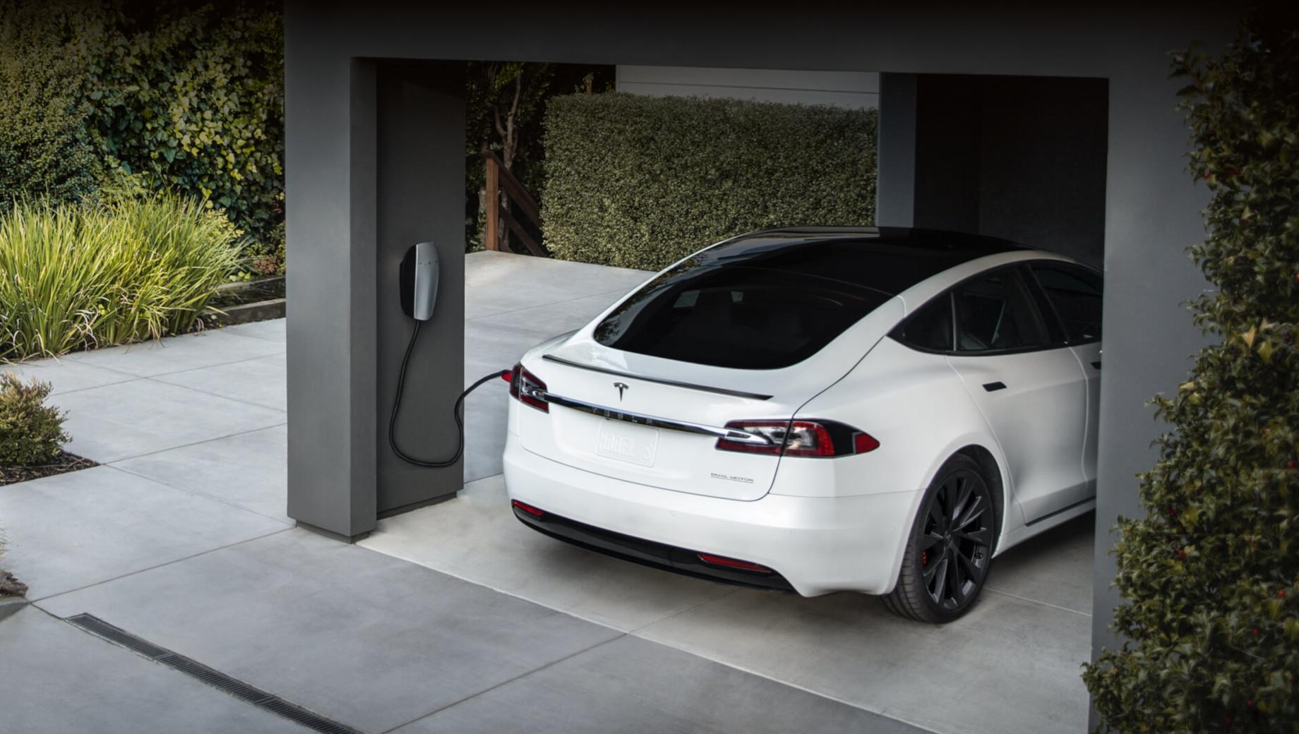 Tesla model 3. Хотя открытие было сделано на тесловской «тройке», возможно, и другие выпускаемые сейчас модели уже получили (или получат в скором времени) похожий скрытый апдейт в начинке.