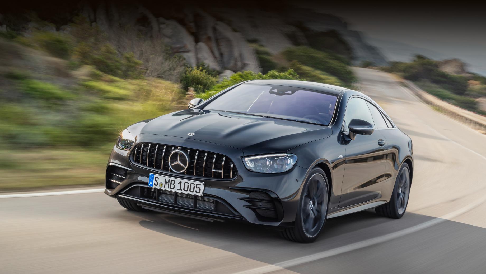 Mercedes e,Mercedes e coupe,Mercedes e cabrio. У купе и кабриолета обновлены бамперы и светодиодная оптика, подобно седану улучшен набор помощников водителя и пересмотрена моторная гамма. В продаже в Европе перекроенные машины появятся осенью.